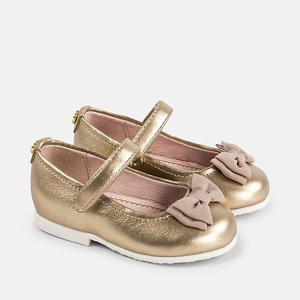 Туфли для девочки MayoralНарядная обувь<br>Характеристики товара:<br><br>• цвет: золотой<br>• состав: верх - полиуретан, подкладка и стелька - 100% натуральная кожа, подошва - резина<br>• застежка: липучка<br>• сзади - металлическое украшение<br>• устойчивая подошва<br>• декорированы бантом<br>• страна бренда: Испания<br><br>Удобные симпатичные туфли для девочки помогут обеспечить ребенку комфорт и дополнить наряд. Универсальный цвет позволяет надевать их под наряд разных расцветок. Туфли удобно сидят на ноге и красиво смотрятся. Отличный вариант и на праздник и на каждый день!<br><br>Одежда, обувь и аксессуары от испанского бренда Mayoral полюбились детям и взрослым по всему миру. Модели этой марки - стильные и удобные. Для их производства используются только безопасные, качественные материалы и фурнитура. Порадуйте ребенка модными и красивыми вещами от Mayoral! <br><br>Туфли для девочки от испанского бренда Mayoral (Майорал) можно купить в нашем интернет-магазине.<br>Ширина мм: 227; Глубина мм: 145; Высота мм: 124; Вес г: 325; Цвет: желтый; Возраст от месяцев: 15; Возраст до месяцев: 18; Пол: Женский; Возраст: Детский; Размер: 22,25,24,23; SKU: 5293623;