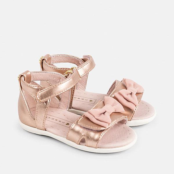 Сандалии для девочки MayoralНарядная обувь<br>Характеристики товара:<br><br>• цвет: розовый<br>• состав: верх - полиуретан, подкладка и стелька - 100% натуральная кожа, подошва - резина<br>• застежка: липучка<br>• сзади - металлическое украшение<br>• устойчивая подошва<br>• декорированы бантом<br>• страна бренда: Испания<br><br>Удобные симпатичные сандали для девочки помогут обеспечить ребенку комфорт и дополнить наряд. Универсальный цвет позволяет надевать их под наряд разных расцветок. Сандали удобно сидят на ноге и красиво смотрятся. Отличный вариант и на праздник и на каждый день!<br><br>Одежда, обувь и аксессуары от испанского бренда Mayoral полюбились детям и взрослым по всему миру. Модели этой марки - стильные и удобные. Для их производства используются только безопасные, качественные материалы и фурнитура. Порадуйте ребенка модными и красивыми вещами от Mayoral! <br><br>Сандали для девочки от испанского бренда Mayoral (Майорал) можно купить в нашем интернет-магазине.<br>Ширина мм: 219; Глубина мм: 154; Высота мм: 121; Вес г: 343; Цвет: розовый; Возраст от месяцев: 15; Возраст до месяцев: 18; Пол: Женский; Возраст: Детский; Размер: 22,25,24,23; SKU: 5293673;