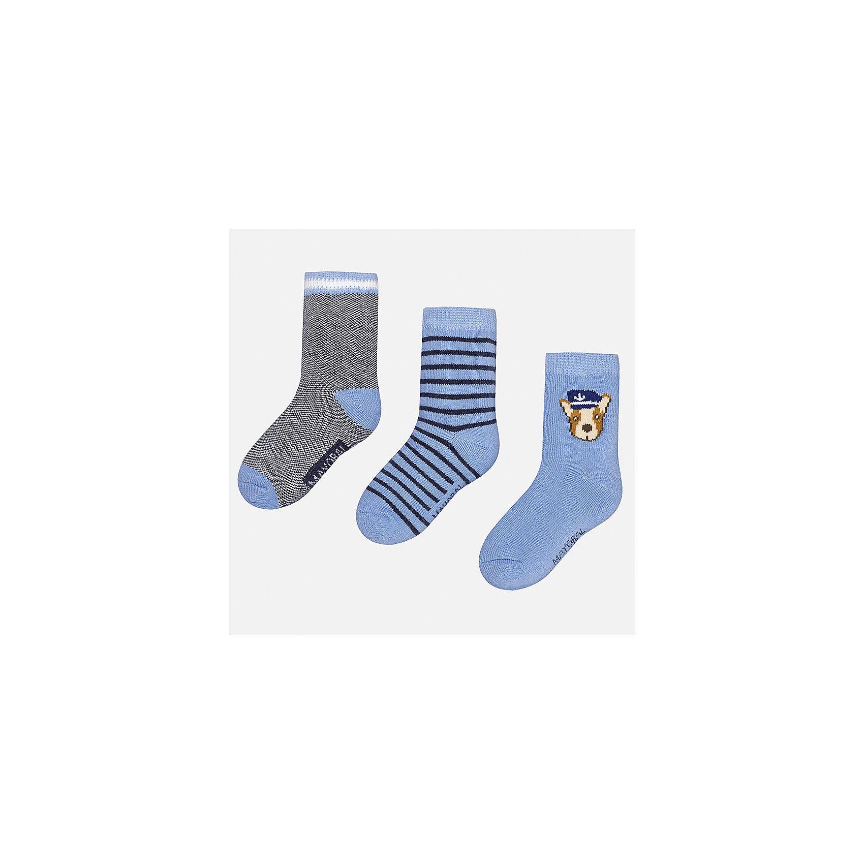 Носки (3 пары) для мальчика MayoralНоски<br>Характеристики товара:<br><br>• цвет: голубой/серый<br>• состав: 78% хлопок, 20% полиамид, 2% эластан<br>• комплектация: три пары<br>• мягкая резинка<br>• эластичный материал<br>• декорированы рисунком<br>• страна бренда: Испания<br><br>Удобные симпатичные носки для мальчика помогут обеспечить ребенку комфорт и дополнить наряд. Универсальный цвет позволяет надевать их под обувь разных расцветок. Носки удобно сидят на ноге и аккуратно смотрятся. Этот комплект - практичный и красивый! В составе материала - натуральный хлопок, гипоаллергенный, приятный на ощупь, дышащий. <br><br>Одежда, обувь и аксессуары от испанского бренда Mayoral полюбились детям и взрослым по всему миру. Модели этой марки - стильные и удобные. Для их производства используются только безопасные, качественные материалы и фурнитура. Порадуйте ребенка модными и красивыми вещами от Mayoral! <br><br>Носки (3 пары) для мальчика от испанского бренда Mayoral (Майорал) можно купить в нашем интернет-магазине.<br><br>Ширина мм: 87<br>Глубина мм: 10<br>Высота мм: 105<br>Вес г: 115<br>Цвет: белый<br>Возраст от месяцев: 12<br>Возраст до месяцев: 24<br>Пол: Мужской<br>Возраст: Детский<br>Размер: 2,1<br>SKU: 5294229