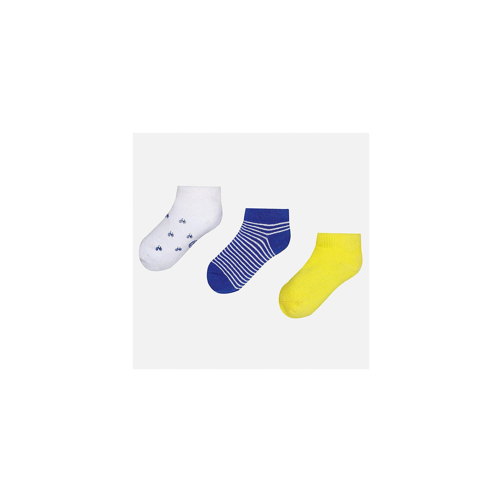 Носки (3 пары) для мальчика MayoralНоски<br>Характеристики товара:<br><br>• цвет: белый/синий/жёлтый<br>• состав: 72% хлопок, 25% полиамид, 3% эластан<br>• комплектация: три пары<br>• мягкая резинка<br>• эластичный материал<br>• декорированы рисунком<br>• страна бренда: Испания<br><br>Удобные симпатичные носки для мальчика помогут обеспечить ребенку комфорт и дополнить наряд. Универсальный цвет позволяет надевать их под обувь разных расцветок. Носки удобно сидят на ноге и аккуратно смотрятся. Этот комплект - практичный и красивый! В составе материала - натуральный хлопок, гипоаллергенный, приятный на ощупь, дышащий. <br><br>Одежда, обувь и аксессуары от испанского бренда Mayoral полюбились детям и взрослым по всему миру. Модели этой марки - стильные и удобные. Для их производства используются только безопасные, качественные материалы и фурнитура. Порадуйте ребенка модными и красивыми вещами от Mayoral! <br><br>Носки (3 пары) для мальчика от испанского бренда Mayoral (Майорал) можно купить в нашем интернет-магазине.<br><br>Ширина мм: 87<br>Глубина мм: 10<br>Высота мм: 105<br>Вес г: 115<br>Цвет: желтый<br>Возраст от месяцев: 12<br>Возраст до месяцев: 24<br>Пол: Мужской<br>Возраст: Детский<br>Размер: 2,1<br>SKU: 5294232
