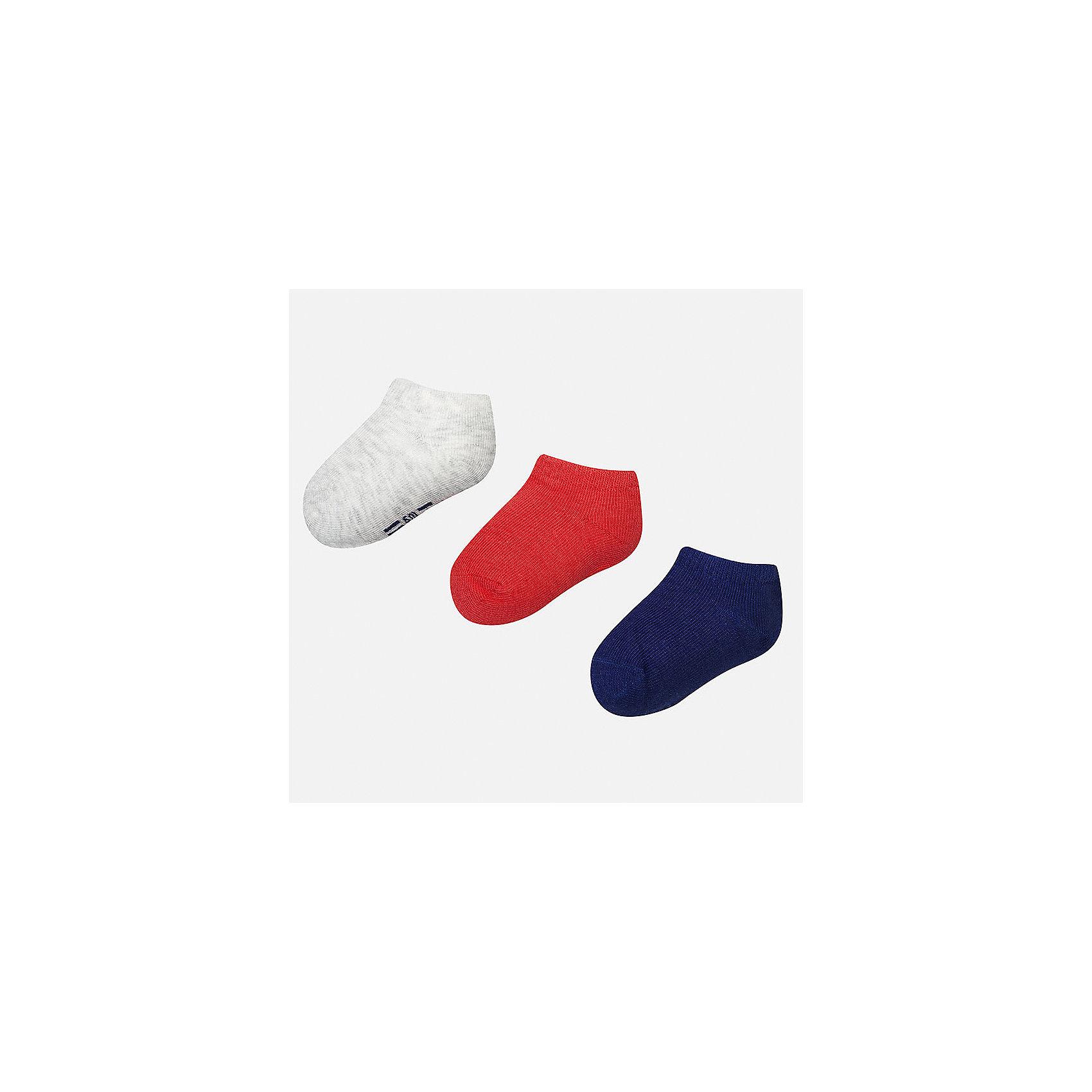 Носки (3 пары) для мальчика MayoralНоски<br>Характеристики товара:<br><br>• цвет: серый/красный/синий<br>• состав: 72% хлопок, 25% полиамид, 3% эластан<br>• комплектация: три пары<br>• мягкая резинка<br>• эластичный материал<br>• однотонные<br>• страна бренда: Испания<br><br>Удобные симпатичные носки для мальчика помогут обеспечить ребенку комфорт и дополнить наряд. Универсальный цвет позволяет надевать их под обувь разных расцветок. Носки удобно сидят на ноге и аккуратно смотрятся. Этот комплект - практичный и красивый! В составе материала - натуральный хлопок, гипоаллергенный, приятный на ощупь, дышащий. <br><br>Одежда, обувь и аксессуары от испанского бренда Mayoral полюбились детям и взрослым по всему миру. Модели этой марки - стильные и удобные. Для их производства используются только безопасные, качественные материалы и фурнитура. Порадуйте ребенка модными и красивыми вещами от Mayoral! <br><br>Носки (3 пары) для мальчика от испанского бренда Mayoral (Майорал) можно купить в нашем интернет-магазине.<br><br>Ширина мм: 87<br>Глубина мм: 10<br>Высота мм: 105<br>Вес г: 115<br>Цвет: серый<br>Возраст от месяцев: 12<br>Возраст до месяцев: 24<br>Пол: Мужской<br>Возраст: Детский<br>Размер: 1,2<br>SKU: 5294241
