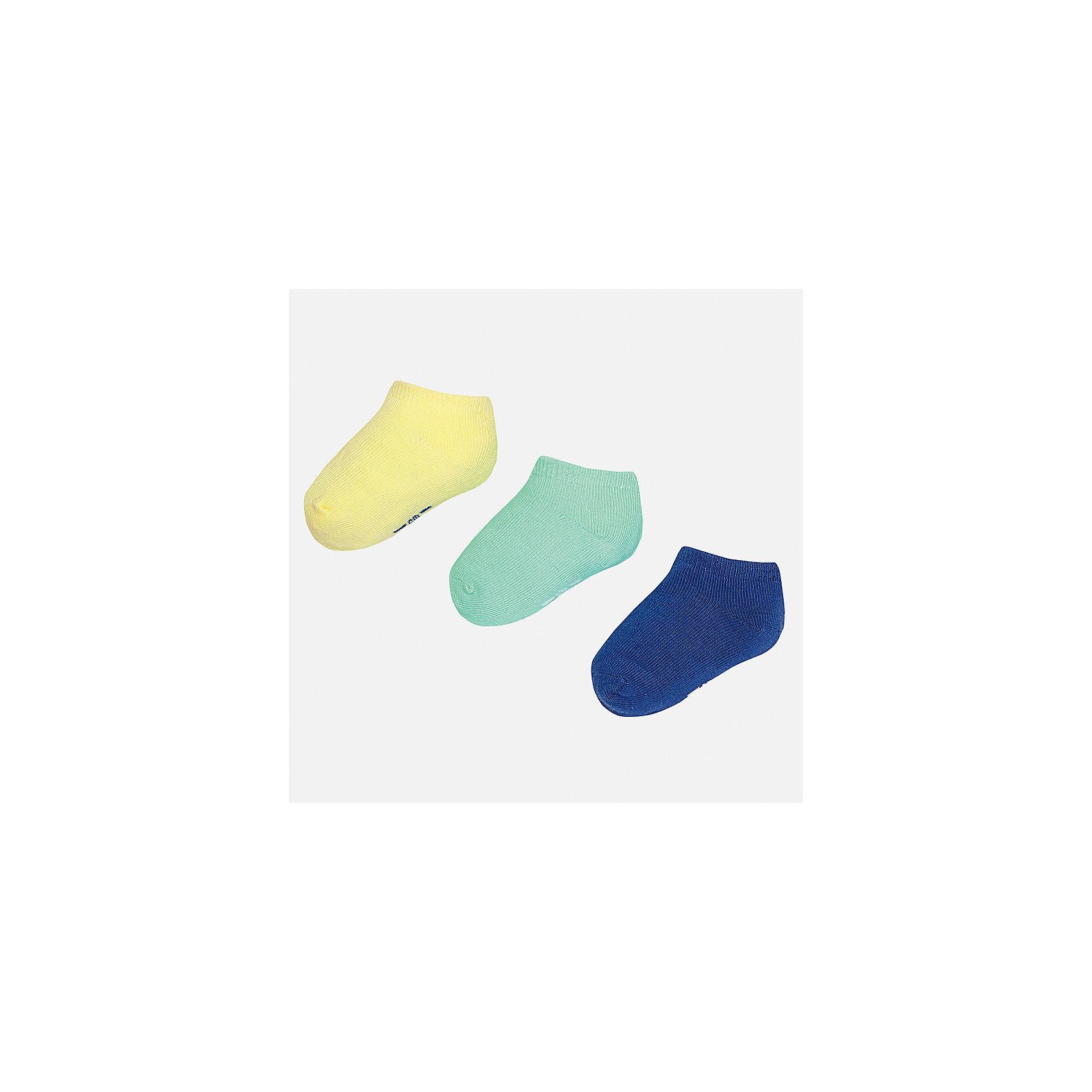 Носки для мальчика MayoralНоски<br>Характеристики товара:<br><br>• цвет: жёлтый/зелёный/синий<br>• состав: 72% хлопок, 25% полиамид, 3% эластан<br>• комплектация: три пары<br>• мягкая резинка<br>• эластичный материал<br>• однотонные<br>• страна бренда: Испания<br><br>Удобные симпатичные носки для мальчика помогут обеспечить ребенку комфорт и дополнить наряд. Универсальный цвет позволяет надевать их под обувь разных расцветок. Носки удобно сидят на ноге и аккуратно смотрятся. Этот комплект - практичный и красивый! В составе материала - натуральный хлопок, гипоаллергенный, приятный на ощупь, дышащий. <br><br>Одежда, обувь и аксессуары от испанского бренда Mayoral полюбились детям и взрослым по всему миру. Модели этой марки - стильные и удобные. Для их производства используются только безопасные, качественные материалы и фурнитура. Порадуйте ребенка модными и красивыми вещами от Mayoral! <br><br>Носки (3 пары) для мальчика от испанского бренда Mayoral (Майорал) можно купить в нашем интернет-магазине.<br><br>Ширина мм: 87<br>Глубина мм: 10<br>Высота мм: 105<br>Вес г: 115<br>Цвет: разноцветный<br>Возраст от месяцев: 6<br>Возраст до месяцев: 12<br>Пол: Мужской<br>Возраст: Детский<br>Размер: 1,2<br>SKU: 5294244