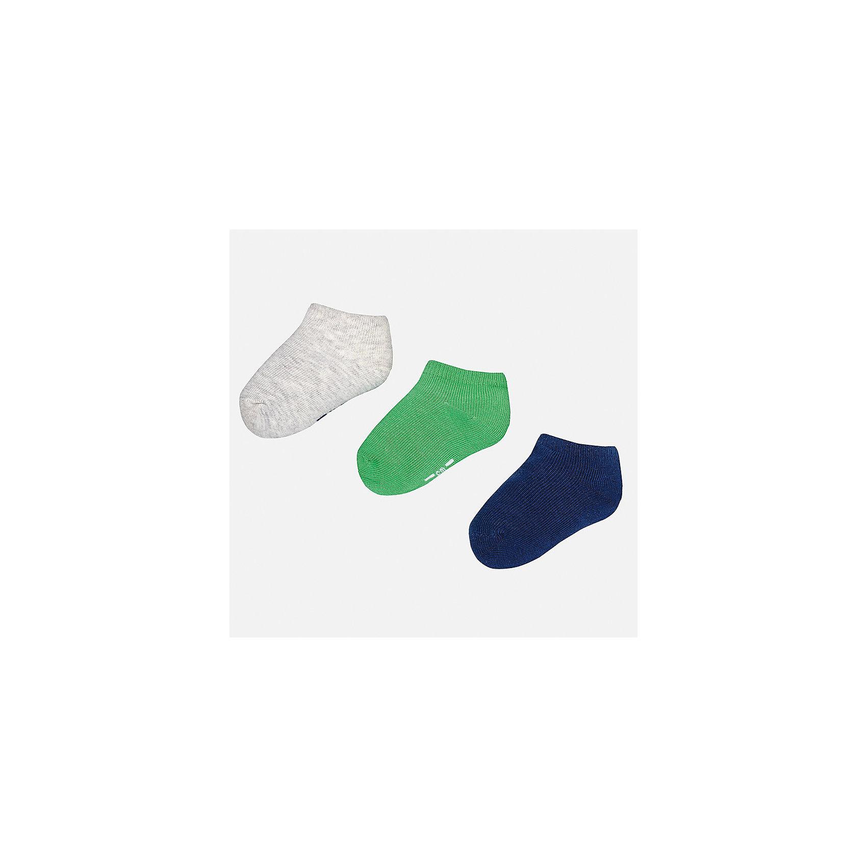Носки для мальчика MayoralНоски<br>Характеристики товара:<br><br>• цвет: серый/зелёный/синий<br>• состав: 72% хлопок, 25% полиамид, 3% эластан<br>• комплектация: три пары<br>• мягкая резинка<br>• эластичный материал<br>• однотонные<br>• страна бренда: Испания<br><br>Удобные симпатичные носки для мальчика помогут обеспечить ребенку комфорт и дополнить наряд. Универсальный цвет позволяет надевать их под обувь разных расцветок. Носки удобно сидят на ноге и аккуратно смотрятся. Этот комплект - практичный и красивый! В составе материала - натуральный хлопок, гипоаллергенный, приятный на ощупь, дышащий. <br><br>Одежда, обувь и аксессуары от испанского бренда Mayoral полюбились детям и взрослым по всему миру. Модели этой марки - стильные и удобные. Для их производства используются только безопасные, качественные материалы и фурнитура. Порадуйте ребенка модными и красивыми вещами от Mayoral! <br><br>Носки (3 пары) для мальчика от испанского бренда Mayoral (Майорал) можно купить в нашем интернет-магазине.<br><br>Ширина мм: 87<br>Глубина мм: 10<br>Высота мм: 105<br>Вес г: 115<br>Цвет: зеленый<br>Возраст от месяцев: 12<br>Возраст до месяцев: 24<br>Пол: Мужской<br>Возраст: Детский<br>Размер: 2,1<br>SKU: 5294247