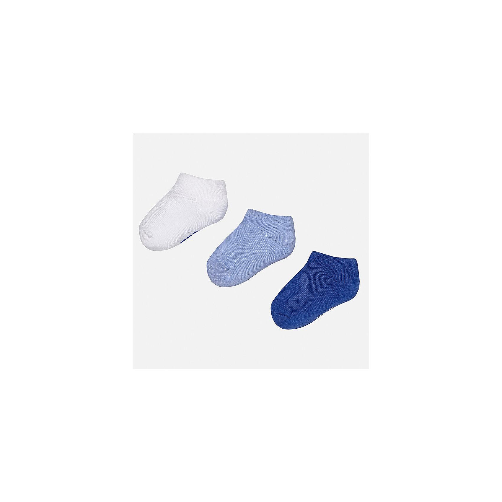 Носки для мальчика MayoralНоски<br>Характеристики товара:<br><br>• цвет: белый/голубой/синий<br>• состав: 72% хлопок, 25% полиамид, 3% эластан<br>• комплектация: три пары<br>• мягкая резинка<br>• эластичный материал<br>• однотонные<br>• страна бренда: Испания<br><br>Удобные симпатичные носки для мальчика помогут обеспечить ребенку комфорт и дополнить наряд. Универсальный цвет позволяет надевать их под обувь разных расцветок. Носки удобно сидят на ноге и аккуратно смотрятся. Этот комплект - практичный и красивый! В составе материала - натуральный хлопок, гипоаллергенный, приятный на ощупь, дышащий. <br><br>Одежда, обувь и аксессуары от испанского бренда Mayoral полюбились детям и взрослым по всему миру. Модели этой марки - стильные и удобные. Для их производства используются только безопасные, качественные материалы и фурнитура. Порадуйте ребенка модными и красивыми вещами от Mayoral! <br><br>Носки (3 пары) для мальчика от испанского бренда Mayoral (Майорал) можно купить в нашем интернет-магазине.<br><br>Ширина мм: 87<br>Глубина мм: 10<br>Высота мм: 105<br>Вес г: 115<br>Цвет: синий/белый<br>Возраст от месяцев: 12<br>Возраст до месяцев: 24<br>Пол: Мужской<br>Возраст: Детский<br>Размер: 2,1<br>SKU: 5294250