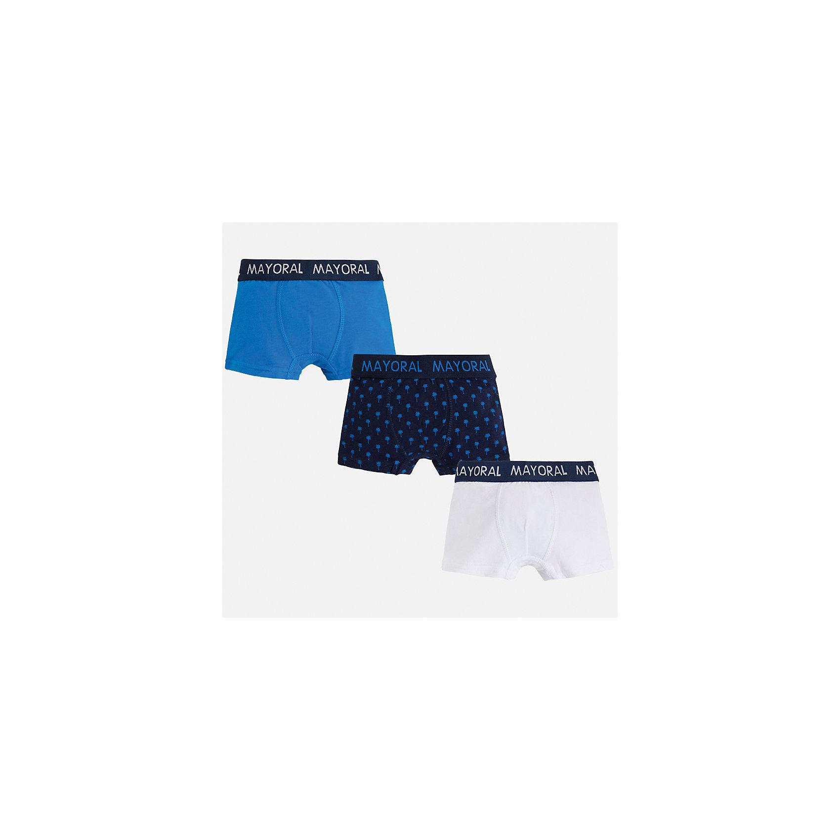 Трусы (3 пары) для мальчика MayoralНижнее бельё<br>Характеристики товара:<br><br>• цвет: голубой/синий/белый<br>• состав: 95% хлопок, 5% эластан<br>• комплектация: 3 шт<br>• мягкая резинка<br>• эластичный материал<br>• комбинированный материал<br>• страна бренда: Испания<br><br>Удобные симпатичные трусы для мальчика помогут обеспечить ребенку комфорт. В составе материала - натуральный хлопок, гипоаллергенный, приятный на ощупь, дышащий. На поясе - мягкая широкая резинка, которая не давит на живот и не натирает.<br><br>Трусы (3 пары) для мальчика от испанского бренда Mayoral (Майорал) можно купить в нашем интернет-магазине.<br><br>Ширина мм: 196<br>Глубина мм: 10<br>Высота мм: 154<br>Вес г: 152<br>Цвет: синий<br>Возраст от месяцев: 18<br>Возраст до месяцев: 24<br>Пол: Мужской<br>Возраст: Детский<br>Размер: 92,164,104,116,128,140,152,158<br>SKU: 5294325