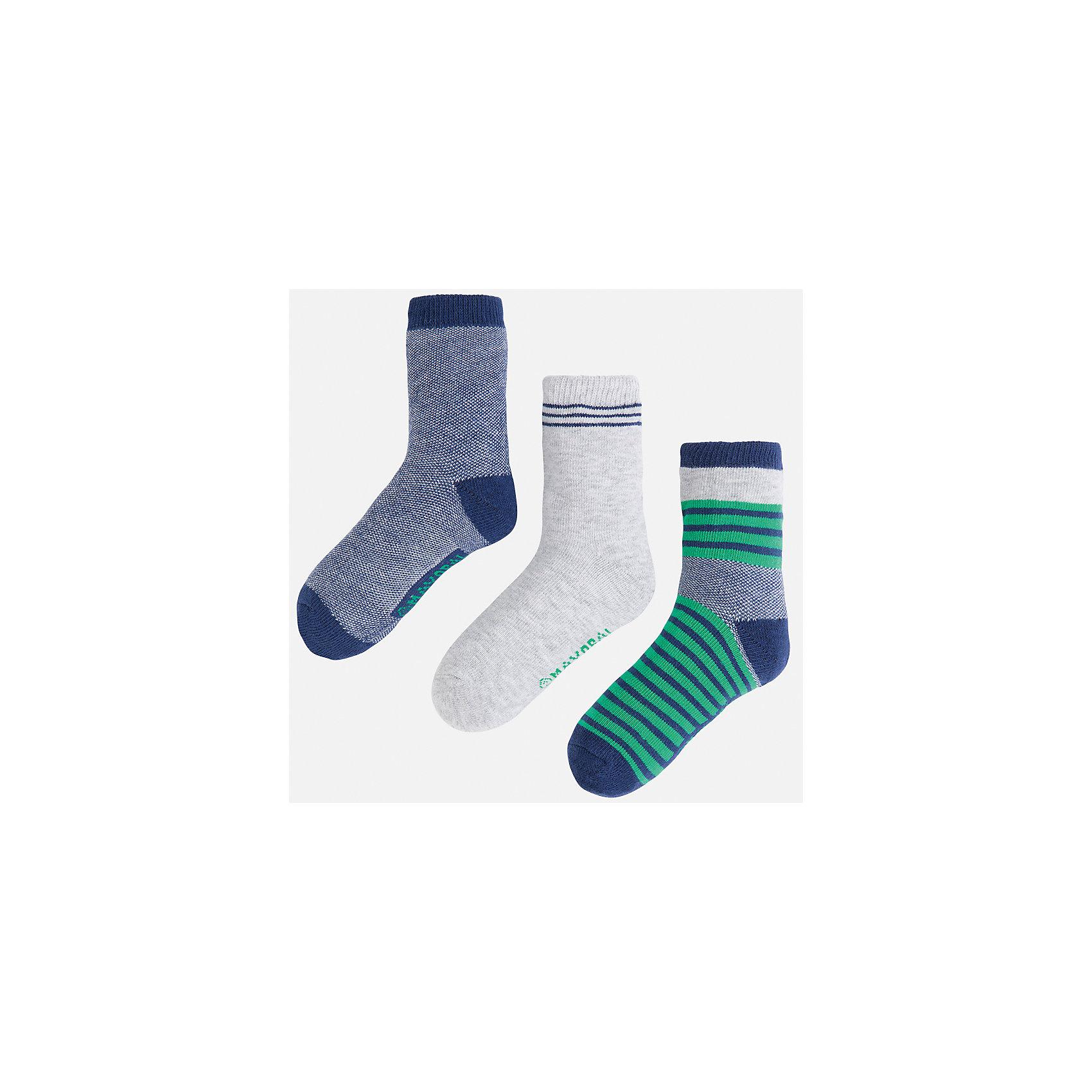 Носки (3 пары) для мальчика MayoralНоски<br>Характеристики товара:<br><br>• цвет: серый/синий/зеленый<br>• состав: 78% хлопок, 20% полиамид, 2% эластан<br>• комплектация: три пары<br>• мягкая резинка<br>• эластичный материал<br>• декорированы рисунком<br>• страна бренда: Испания<br><br>Удобные симпатичные носки для мальчика помогут обеспечить ребенку комфорт и дополнить наряд. Универсальный цвет позволяет надевать их под обувь разных расцветок. Носки удобно сидят на ноге и аккуратно смотрятся. Этот комплект - практичный и красивый! В составе материала - натуральный хлопок, гипоаллергенный, приятный на ощупь, дышащий. <br><br>Одежда, обувь и аксессуары от испанского бренда Mayoral полюбились детям и взрослым по всему миру. Модели этой марки - стильные и удобные. Для их производства используются только безопасные, качественные материалы и фурнитура. Порадуйте ребенка модными и красивыми вещами от Mayoral! <br><br>Носки (3 пары) для мальчика от испанского бренда Mayoral (Майорал) можно купить в нашем интернет-магазине.<br><br>Ширина мм: 87<br>Глубина мм: 10<br>Высота мм: 105<br>Вес г: 115<br>Цвет: зеленый<br>Возраст от месяцев: 24<br>Возраст до месяцев: 48<br>Пол: Мужской<br>Возраст: Детский<br>Размер: 4,2,8,6<br>SKU: 5294357