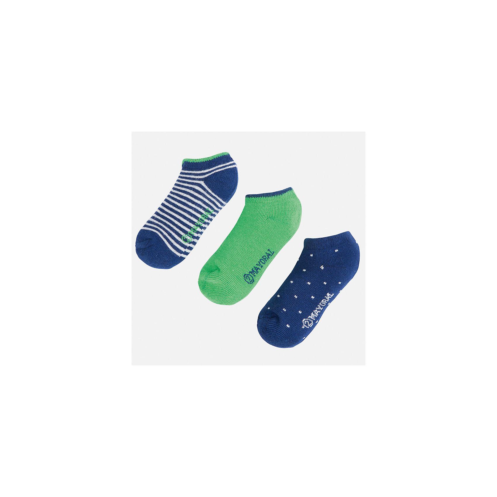 Носки (3 пары) для мальчика MayoralХарактеристики товара:<br><br>• цвет: синий/зеленый<br>• состав: 72% хлопок, 25% полиамид, 3% эластан<br>• комплектация: три пары<br>• мягкая резинка<br>• эластичный материал<br>• декорированы рисунком<br>• страна бренда: Испания<br><br>Удобные симпатичные носки для мальчика помогут обеспечить ребенку комфорт и дополнить наряд. Универсальный цвет позволяет надевать их под обувь разных расцветок. Носки удобно сидят на ноге и аккуратно смотрятся. Этот комплект - практичный и красивый! В составе материала - натуральный хлопок, гипоаллергенный, приятный на ощупь, дышащий. <br><br>Одежда, обувь и аксессуары от испанского бренда Mayoral полюбились детям и взрослым по всему миру. Модели этой марки - стильные и удобные. Для их производства используются только безопасные, качественные материалы и фурнитура. Порадуйте ребенка модными и красивыми вещами от Mayoral! <br><br>Носки (3 пары) для мальчика от испанского бренда Mayoral (Майорал) можно купить в нашем интернет-магазине.<br><br>Ширина мм: 87<br>Глубина мм: 10<br>Высота мм: 105<br>Вес г: 115<br>Цвет: зеленый<br>Возраст от месяцев: 48<br>Возраст до месяцев: 72<br>Пол: Мужской<br>Возраст: Детский<br>Размер: 6,2,4,8<br>SKU: 5294362