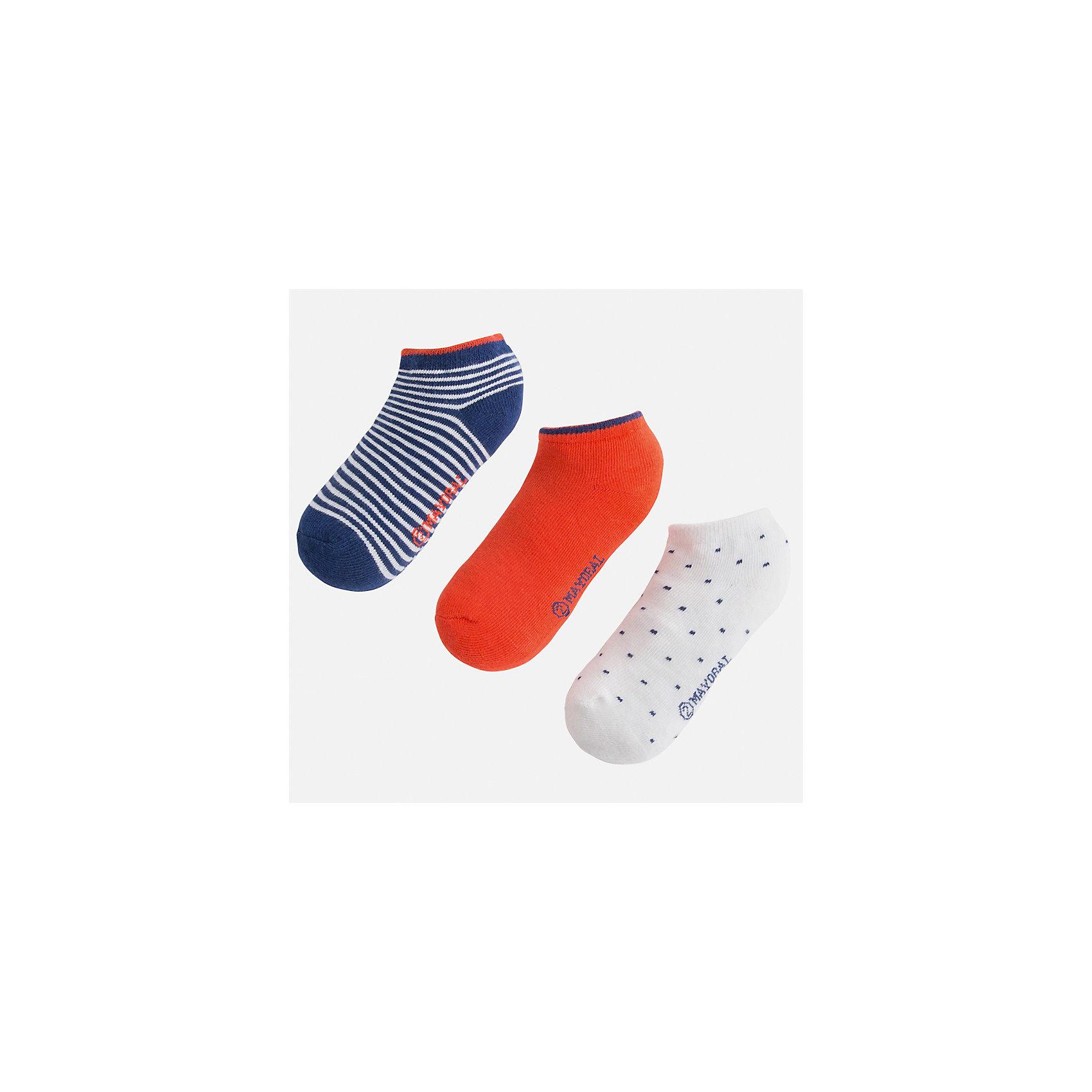Носки (3 пары) для мальчика MayoralХарактеристики товара:<br><br>• цвет: красный/белый/синий<br>• состав: 72% хлопок, 25% полиамид, 3% эластан<br>• комплектация: три пары<br>• мягкая резинка<br>• эластичный материал<br>• декорированы рисунком<br>• страна бренда: Испания<br><br>Удобные симпатичные носки для мальчика помогут обеспечить ребенку комфорт и дополнить наряд. Универсальный цвет позволяет надевать их под обувь разных расцветок. Носки удобно сидят на ноге и аккуратно смотрятся. Этот комплект - практичный и красивый! В составе материала - натуральный хлопок, гипоаллергенный, приятный на ощупь, дышащий. <br><br>Одежда, обувь и аксессуары от испанского бренда Mayoral полюбились детям и взрослым по всему миру. Модели этой марки - стильные и удобные. Для их производства используются только безопасные, качественные материалы и фурнитура. Порадуйте ребенка модными и красивыми вещами от Mayoral! <br><br>Носки (3 пары) для мальчика от испанского бренда Mayoral (Майорал) можно купить в нашем интернет-магазине.<br><br>Ширина мм: 87<br>Глубина мм: 10<br>Высота мм: 105<br>Вес г: 115<br>Цвет: красный<br>Возраст от месяцев: 72<br>Возраст до месяцев: 96<br>Пол: Мужской<br>Возраст: Детский<br>Размер: 8,2,4,6<br>SKU: 5294367
