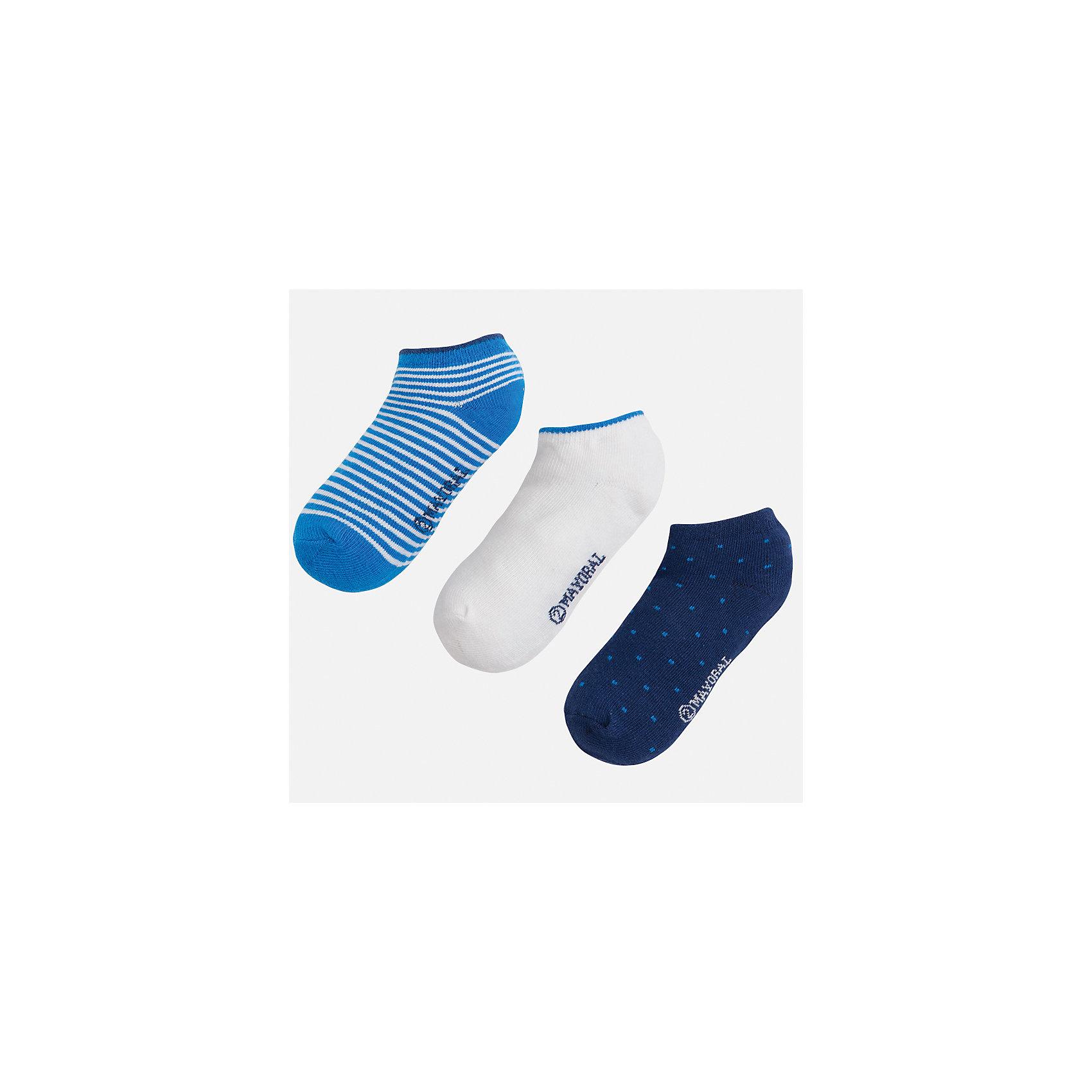 Носки (3 пары) для мальчика MayoralНоски<br>Характеристики товара:<br><br>• цвет: синий/белый/голубой<br>• состав: 72% хлопок, 25% полиамид, 3% эластан<br>• комплектация: три пары<br>• мягкая резинка<br>• эластичный материал<br>• декорированы рисунком<br>• страна бренда: Испания<br><br>Удобные симпатичные носки для мальчика помогут обеспечить ребенку комфорт и дополнить наряд. Универсальный цвет позволяет надевать их под обувь разных расцветок. Носки удобно сидят на ноге и аккуратно смотрятся. Этот комплект - практичный и красивый! В составе материала - натуральный хлопок, гипоаллергенный, приятный на ощупь, дышащий. <br><br>Одежда, обувь и аксессуары от испанского бренда Mayoral полюбились детям и взрослым по всему миру. Модели этой марки - стильные и удобные. Для их производства используются только безопасные, качественные материалы и фурнитура. Порадуйте ребенка модными и красивыми вещами от Mayoral! <br><br>Носки (3 пары) для мальчика от испанского бренда Mayoral (Майорал) можно купить в нашем интернет-магазине.<br><br>Ширина мм: 87<br>Глубина мм: 10<br>Высота мм: 105<br>Вес г: 115<br>Цвет: синий/белый<br>Возраст от месяцев: 72<br>Возраст до месяцев: 96<br>Пол: Мужской<br>Возраст: Детский<br>Размер: 8,2,4,6<br>SKU: 5294372