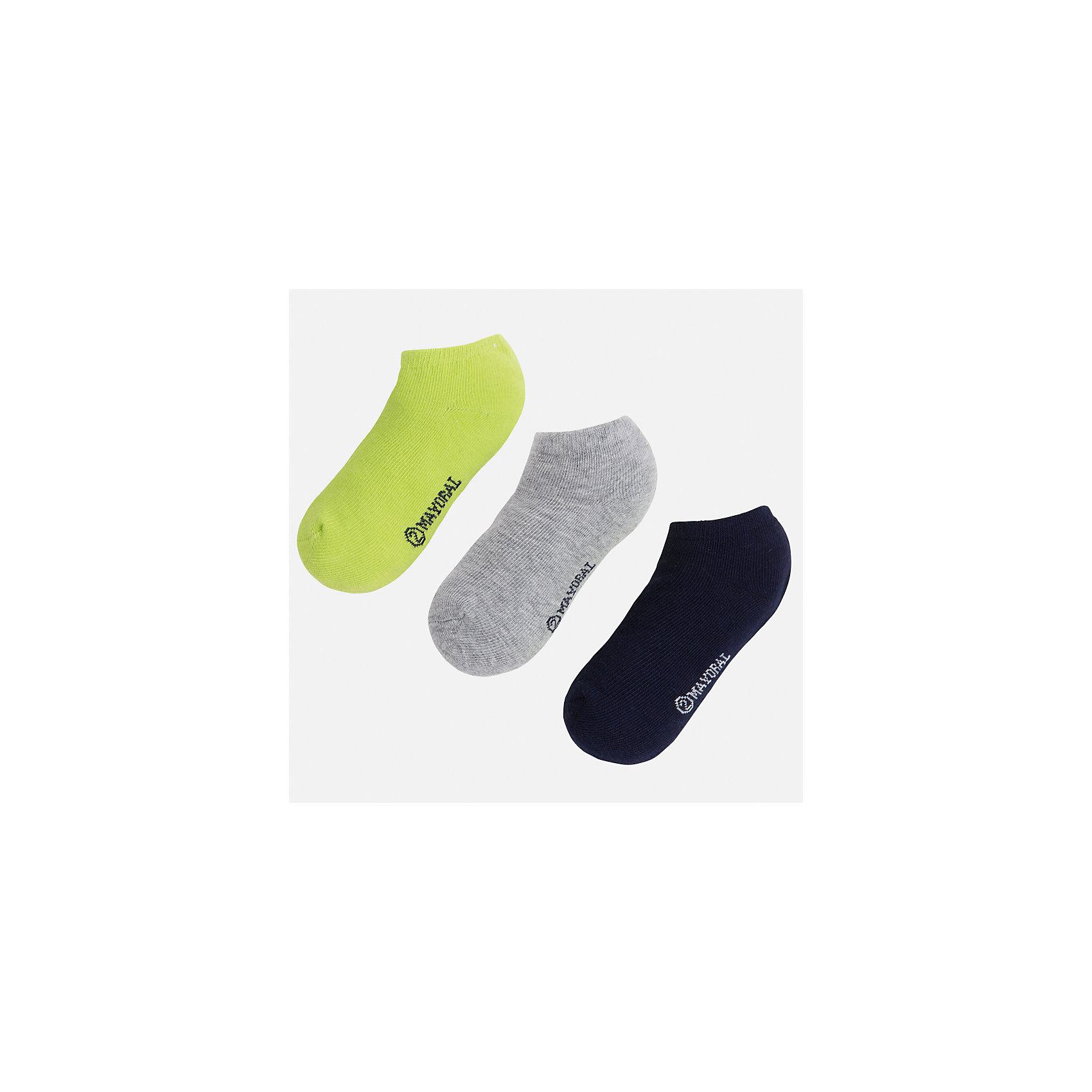 Носки для мальчика MayoralНоски<br>Характеристики товара:<br><br>• цвет: зеленый/серый/синий<br>• состав: 72% хлопок, 25% полиамид, 3% эластан<br>• комплектация: три пары<br>• мягкая резинка<br>• эластичный материал<br>• однотонные<br>• страна бренда: Испания<br><br>Удобные симпатичные носки для мальчика помогут обеспечить ребенку комфорт и дополнить наряд. Универсальный цвет позволяет надевать их под обувь разных расцветок. Носки удобно сидят на ноге и аккуратно смотрятся. Этот комплект - практичный и красивый! В составе материала - натуральный хлопок, гипоаллергенный, приятный на ощупь, дышащий. <br><br>Одежда, обувь и аксессуары от испанского бренда Mayoral полюбились детям и взрослым по всему миру. Модели этой марки - стильные и удобные. Для их производства используются только безопасные, качественные материалы и фурнитура. Порадуйте ребенка модными и красивыми вещами от Mayoral! <br><br>Носки (3 пары) для мальчика от испанского бренда Mayoral (Майорал) можно купить в нашем интернет-магазине.<br><br>Ширина мм: 87<br>Глубина мм: 10<br>Высота мм: 105<br>Вес г: 115<br>Цвет: зеленый<br>Возраст от месяцев: 72<br>Возраст до месяцев: 96<br>Пол: Мужской<br>Возраст: Детский<br>Размер: 8,2,4,6<br>SKU: 5294377