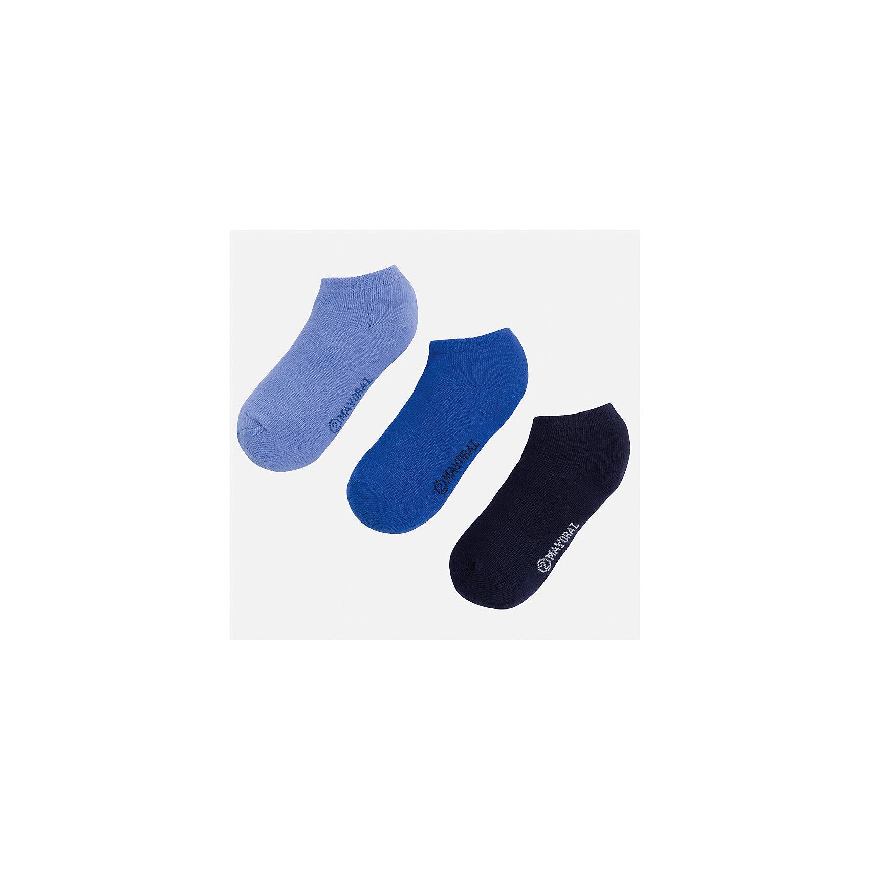 Носки для мальчика MayoralНоски<br>Характеристики товара:<br><br>• цвет: голубой/синий/темно-синий<br>• состав: 72% хлопок, 25% полиамид, 3% эластан<br>• комплектация: три пары<br>• мягкая резинка<br>• эластичный материал<br>• однотонные<br>• страна бренда: Испания<br><br>Удобные симпатичные носки для мальчика помогут обеспечить ребенку комфорт и дополнить наряд. Универсальный цвет позволяет надевать их под обувь разных расцветок. Носки удобно сидят на ноге и аккуратно смотрятся. Этот комплект - практичный и красивый! В составе материала - натуральный хлопок, гипоаллергенный, приятный на ощупь, дышащий. <br><br>Одежда, обувь и аксессуары от испанского бренда Mayoral полюбились детям и взрослым по всему миру. Модели этой марки - стильные и удобные. Для их производства используются только безопасные, качественные материалы и фурнитура. Порадуйте ребенка модными и красивыми вещами от Mayoral! <br><br>Носки (3 пары) для мальчика от испанского бренда Mayoral (Майорал) можно купить в нашем интернет-магазине.<br><br>Ширина мм: 87<br>Глубина мм: 10<br>Высота мм: 105<br>Вес г: 115<br>Цвет: синий<br>Возраст от месяцев: 72<br>Возраст до месяцев: 96<br>Пол: Мужской<br>Возраст: Детский<br>Размер: 8,2,4,6<br>SKU: 5294392