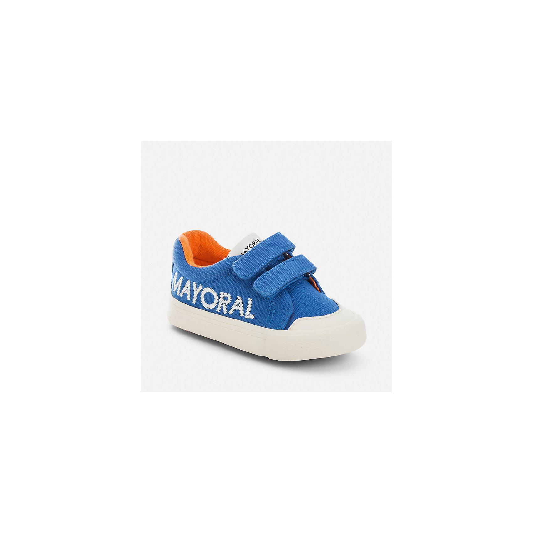 Кеды для мальчика MayoralКеды<br>Характеристики товара:<br><br>• цвет: голубой<br>• состав: верх, подкладка и стелька - текстиль, хлопок, подошва - резина<br>• застежка: липучки<br>• украшены вышивкой<br>• устойчивая подошва<br>• яркая подкладка<br>• страна бренда: Испания<br><br>Стильные кеды помогут обеспечить ребенку комфорт и дополнить наряд. Универсальный цвет позволяет надевать их под наряд разных расцветок. Кеды удобно сидят на ноге и красиво смотрятся. Они станут оригинальным акцентом в наряде!<br><br>Одежда, обувь и аксессуары от испанского бренда Mayoral полюбились детям и взрослым по всему миру. Модели этой марки - стильные и удобные. Для их производства используются только безопасные, качественные материалы и фурнитура. Порадуйте ребенка модными и красивыми вещами от Mayoral! <br><br>Кеды для мальчика от испанского бренда Mayoral (Майорал) можно купить в нашем интернет-магазине.<br><br>Ширина мм: 250<br>Глубина мм: 150<br>Высота мм: 150<br>Вес г: 250<br>Цвет: голубой<br>Возраст от месяцев: 24<br>Возраст до месяцев: 36<br>Пол: Мужской<br>Возраст: Детский<br>Размер: 26,30,22,23,24,25,27,28,29<br>SKU: 5294578