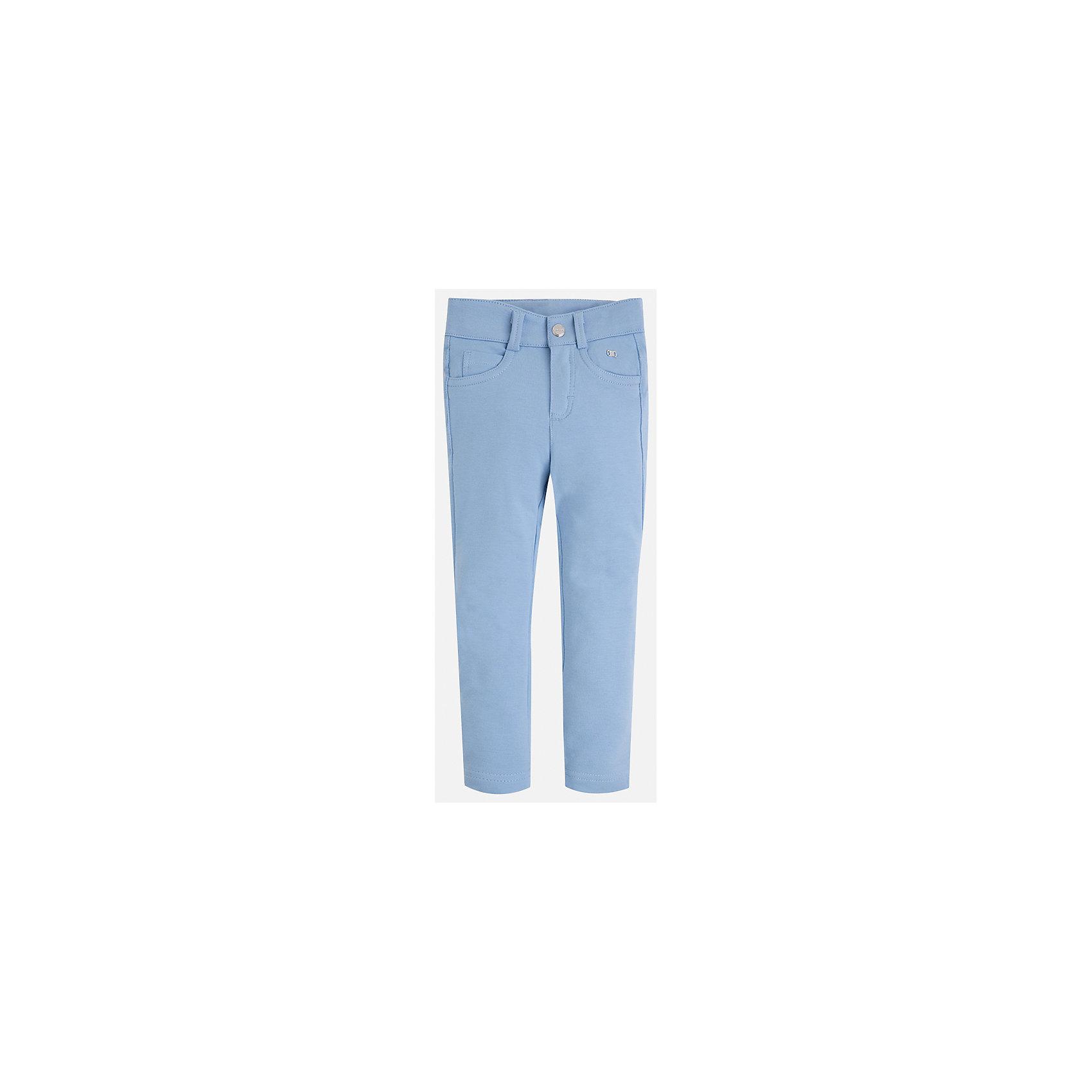 Брюки для девочки MayoralБрюки<br>Характеристики товара:<br><br>• цвет: голубой<br>• состав: 95% хлопок, 5% эластан<br>• шлевки<br>• эластичный материал<br>• карманы<br>• приятный оттенок<br>• страна бренда: Испания<br><br>Модные брюки для девочки смогут разнообразить гардероб ребенка и украсить наряд. Они отлично сочетаются с майками, футболками, блузками. Красивый оттенок позволяет подобрать к вещи верх разных расцветок. В составе материала - натуральный хлопок, гипоаллергенный, приятный на ощупь, дышащий. Леггинсы отлично сидят и не стесняют движения.<br><br>Одежда, обувь и аксессуары от испанского бренда Mayoral полюбились детям и взрослым по всему миру. Модели этой марки - стильные и удобные. Для их производства используются только безопасные, качественные материалы и фурнитура. Порадуйте ребенка модными и красивыми вещами от Mayoral! <br><br>Брюки для девочки от испанского бренда Mayoral (Майорал) можно купить в нашем интернет-магазине.<br><br>Ширина мм: 123<br>Глубина мм: 10<br>Высота мм: 149<br>Вес г: 209<br>Цвет: голубой<br>Возраст от месяцев: 24<br>Возраст до месяцев: 36<br>Пол: Женский<br>Возраст: Детский<br>Размер: 98,122,128,134,104,110,92,116<br>SKU: 5300058