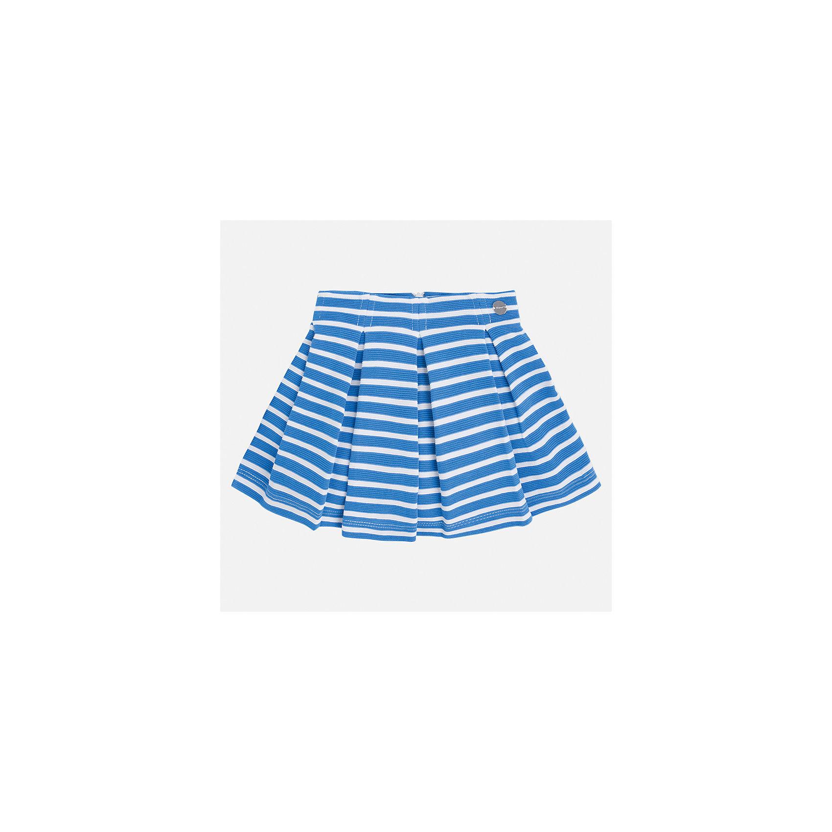 Юбка для девочки MayoralЮбки<br>Характеристики товара:<br><br>• цвет: голубой<br>• состав: 63% хлопок, 36% полиэстер, 1% эластан<br>• молния<br>• складки<br>• металлический логотип<br>• страна бренда: Испания<br><br>Эффектная юбка для девочки поможет разнообразить гардероб ребенка и создать эффектный наряд. Она отлично сочетаются с майками, футболками, блузками. Универсальный цвет позволяет подобрать к вещи верх разных расцветок. Юбка отлично сидит и не стесняет движения.<br><br>Одежда, обувь и аксессуары от испанского бренда Mayoral полюбились детям и взрослым по всему миру. Модели этой марки - стильные и удобные. Для их производства используются только безопасные, качественные материалы и фурнитура. Порадуйте ребенка модными и красивыми вещами от Mayoral! <br><br>Юбку для девочки от испанского бренда Mayoral (Майорал) можно купить в нашем интернет-магазине.<br><br>Ширина мм: 207<br>Глубина мм: 10<br>Высота мм: 189<br>Вес г: 183<br>Цвет: синий<br>Возраст от месяцев: 96<br>Возраст до месяцев: 108<br>Пол: Женский<br>Возраст: Детский<br>Размер: 134,92,98,104,110,116,122,128<br>SKU: 5300542