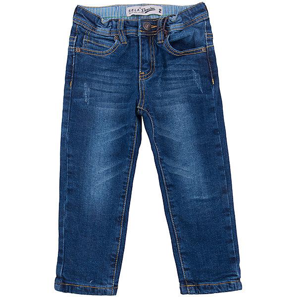Джинсы для мальчика SELAДжинсовая одежда<br>Характеристики товара:<br><br>• цвет: синий<br>• сезон: демисезон<br>• состав: 98% хлопок, 2% эластан<br>• имитация потертостей<br>• застежка - пуговица<br>• караманы<br>• шлевки<br>• страна бренда: Россия<br><br>Вещи из новой коллекции SELA продолжают радовать удобством! Стильные джинсы для  мальчика помогут разнообразить гардероб ребенка и стать базовой вещью. Они отлично сочетаются с блузками, футболками, куртками. Универсальный цвет позволяет подобрать к вещи верх разных расцветок. <br><br>Одежда, обувь и аксессуары от российского бренда SELA не зря пользуются большой популярностью у детей и взрослых! Модели этой марки - стильные и удобные, цена при этом неизменно остается доступной. Для их производства используются только безопасные, качественные материалы и фурнитура. Новая коллекция поддерживает хорошие традиции бренда! <br><br>Брюки для  мальчика от популярного бренда SELA (СЕЛА) можно купить в нашем интернет-магазине.<br>Ширина мм: 215; Глубина мм: 88; Высота мм: 191; Вес г: 336; Цвет: синий деним; Возраст от месяцев: 18; Возраст до месяцев: 24; Пол: Мужской; Возраст: Детский; Размер: 92,116,110,104,98; SKU: 5302154;