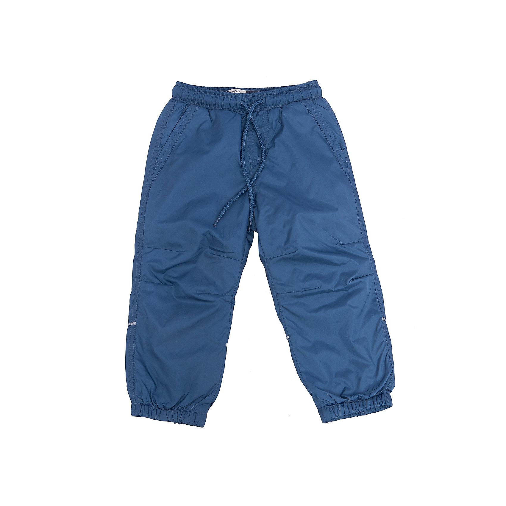 Брюки для мальчика SELAСпортивная одежда<br>Характеристики товара:<br><br>• цвет: синий<br>• состав: верх: 100% полиэстер, подкладка: 100% полиэстер<br>• температурный режим: от +5° до +15°С<br>• подкладка флис<br>• спортивный стиль<br>• имитация ширинки<br>• светоотражающие детали<br>• два втачных кармана<br>• сзади два накладных кармана на кнопке<br>• пояс: мягкая резинка со шнурком<br>• коллекция весна-лето 2017<br>• страна бренда: Российская Федерация<br><br>Вещи из новой коллекции SELA продолжают радовать удобством! Спортивные брюки помогут разнообразить гардероб и обеспечить комфорт. Они отлично сочетаются с майками, футболками, куртками. В составе материала - натуральный хлопок.<br><br>Одежда, обувь и аксессуары от российского бренда SELA не зря пользуются большой популярностью у детей и взрослых! Модели этой марки - стильные и удобные, цена при этом неизменно остается доступной. Для их производства используются только безопасные, качественные материалы и фурнитура. Новая коллекция поддерживает хорошие традиции бренда! <br><br>Брюки для мальчика от популярного бренда SELA (СЕЛА) можно купить в нашем интернет-магазине.<br><br>Ширина мм: 215<br>Глубина мм: 88<br>Высота мм: 191<br>Вес г: 336<br>Цвет: голубой<br>Возраст от месяцев: 60<br>Возраст до месяцев: 72<br>Пол: Мужской<br>Возраст: Детский<br>Размер: 116,92,98,104,110<br>SKU: 5302668