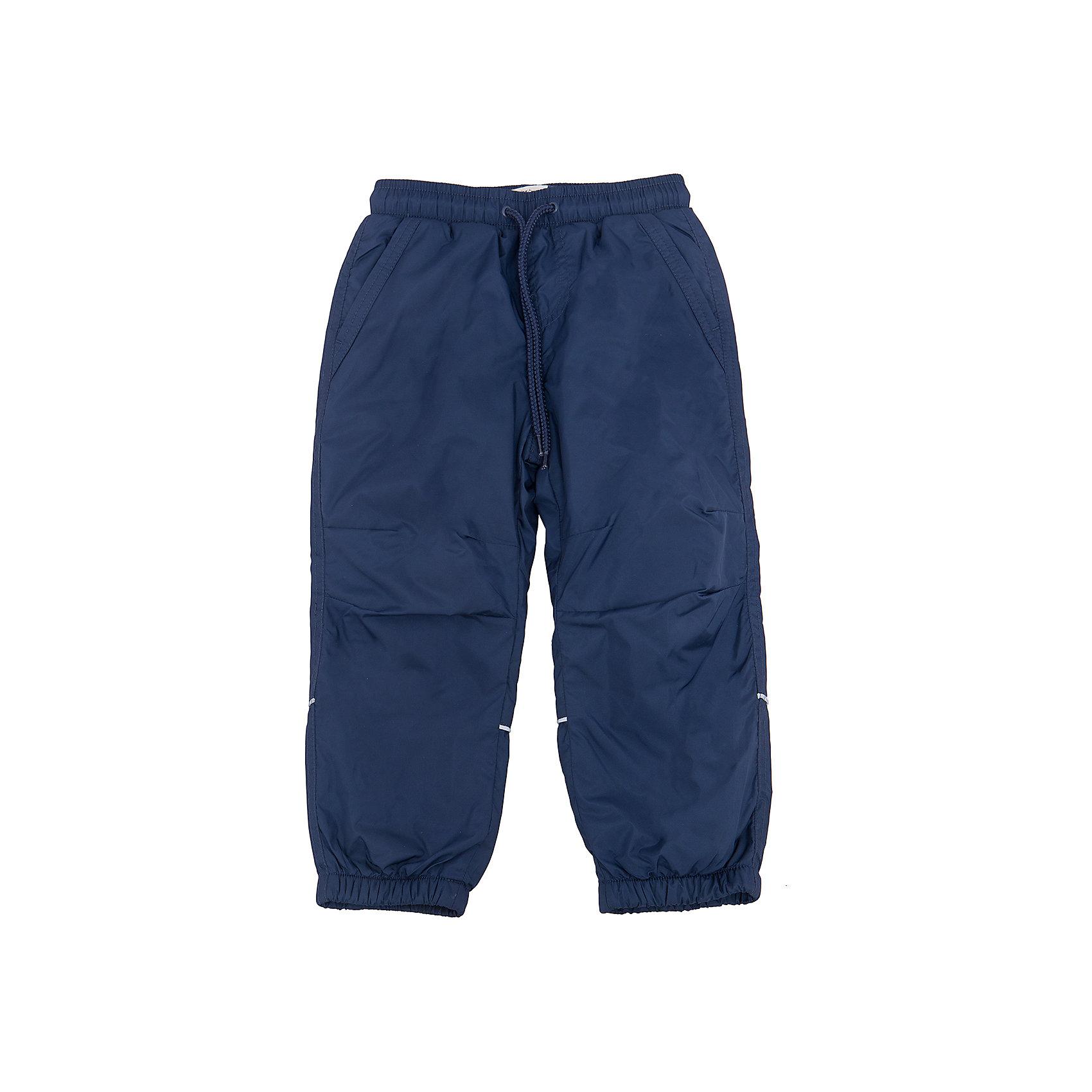 Брюки для мальчика SELAСпортивная одежда<br>Характеристики товара:<br><br>• цвет: тёмно-синий<br>• состав: верх: 100% полиэстер, подкладка: 100% полиэстер<br>• температурный режим: от +5° до +15°С<br>• подкладка флис<br>• спортивный стиль<br>• имитация ширинки<br>• светоотражающие детали<br>• два втачных кармана<br>• сзади два накладных кармана на кнопке<br>• пояс: мягкая резинка со шнурком<br>• коллекция весна-лето 2017<br>• страна бренда: Российская Федерация<br><br>Вещи из новой коллекции SELA продолжают радовать удобством! Спортивные брюки помогут разнообразить гардероб и обеспечить комфорт. Они отлично сочетаются с майками, футболками, куртками. В составе материала - натуральный хлопок.<br><br>Одежда, обувь и аксессуары от российского бренда SELA не зря пользуются большой популярностью у детей и взрослых! Модели этой марки - стильные и удобные, цена при этом неизменно остается доступной. Для их производства используются только безопасные, качественные материалы и фурнитура. Новая коллекция поддерживает хорошие традиции бренда! <br><br>Брюки для мальчика от популярного бренда SELA (СЕЛА) можно купить в нашем интернет-магазине.<br><br>Ширина мм: 215<br>Глубина мм: 88<br>Высота мм: 191<br>Вес г: 336<br>Цвет: синий<br>Возраст от месяцев: 60<br>Возраст до месяцев: 72<br>Пол: Мужской<br>Возраст: Детский<br>Размер: 116,92,98,104,110<br>SKU: 5302674