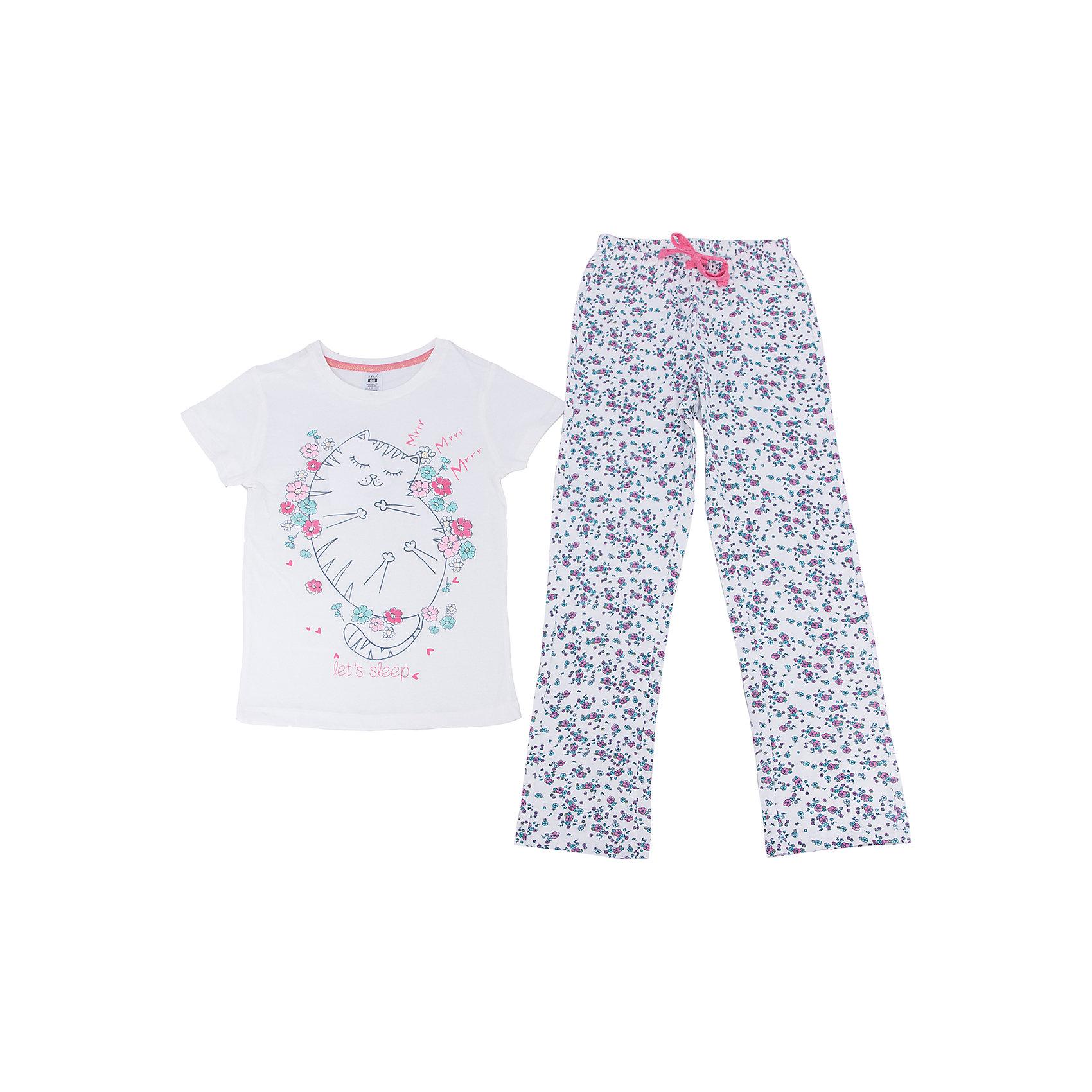 Пижама для девочки SELAПижамы и сорочки<br>Характеристики товара:<br><br>• цвет: молочный<br>• состав: 100% хлопок<br>• комплектация: футболка, брюки<br>• короткие рукава<br>• принт<br>• пояс: мягкая резинка и шнурок<br>• коллекция весна-лето 2017<br>• страна бренда: Российская Федерация<br>• страна производства: Индия<br><br>Вещи из новой коллекции SELA продолжают радовать удобством! Симпатичная пижама поможет обеспечить ребенку комфорт - она очень удобно сидит на теле. В составе материала - натуральный хлопок. Отличная одежда для комфортного сна!<br><br>Одежда, обувь и аксессуары от российского бренда SELA не зря пользуются большой популярностью у детей и взрослых! Модели этой марки - стильные и удобные, цена при этом неизменно остается доступной. Для их производства используются только безопасные, качественные материалы и фурнитура. Новая коллекция поддерживает хорошие традиции бренда! <br><br>Пижаму для девочки от популярного бренда SELA (СЕЛА) можно купить в нашем интернет-магазине.<br><br>Ширина мм: 281<br>Глубина мм: 70<br>Высота мм: 188<br>Вес г: 295<br>Цвет: белый<br>Возраст от месяцев: 120<br>Возраст до месяцев: 132<br>Пол: Женский<br>Возраст: Детский<br>Размер: 140/146,128/134,92/98,104/110,116/122<br>SKU: 5302851