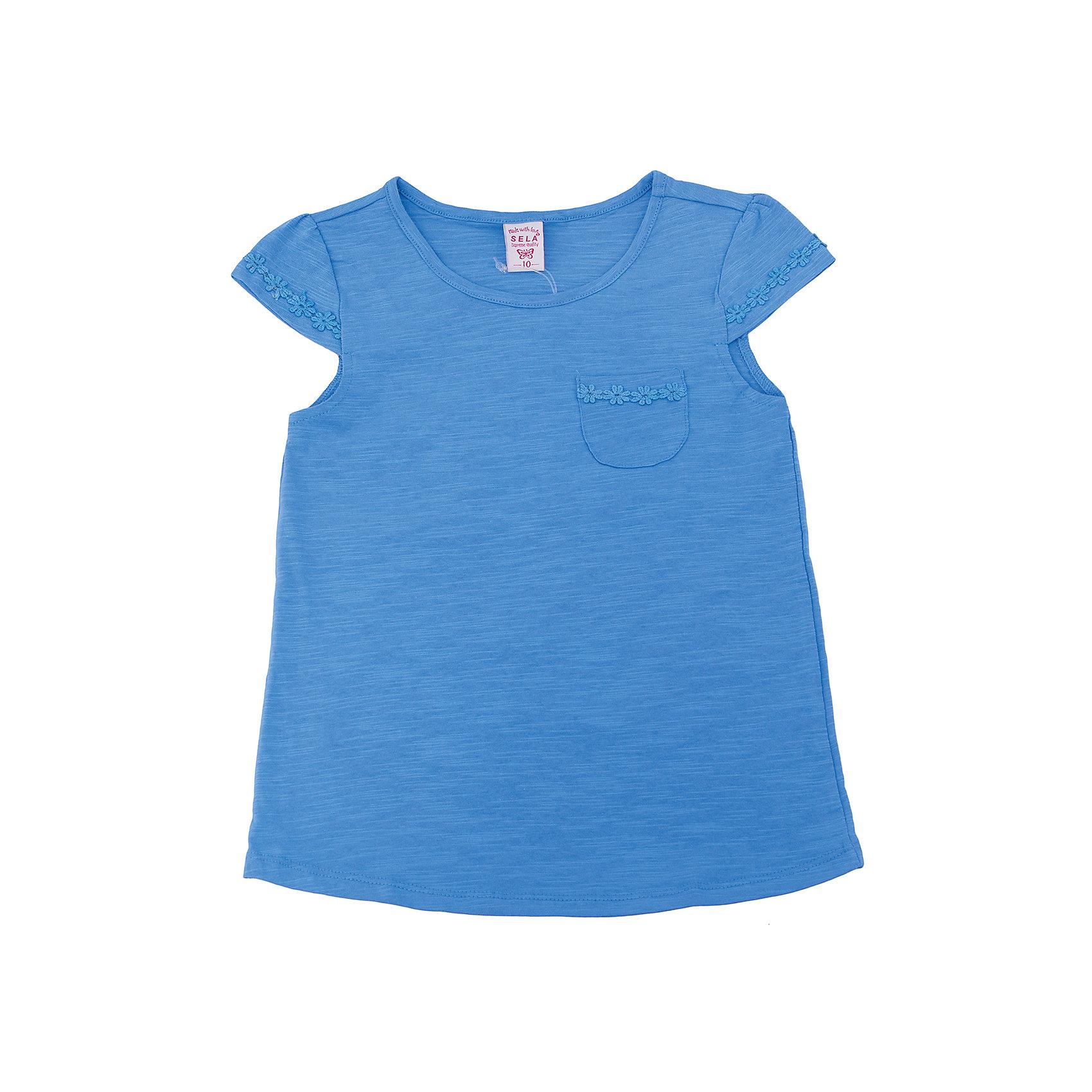 Футболка  для девочки SELAФутболки, поло и топы<br>Характеристики товара:<br><br>• цвет: синий<br>• состав: 100% хлопок<br>• карман на груди<br>• короткие рукава<br>• округлый горловой вырез<br>• страна бренда: Российская Федерация<br><br>В новой коллекции SELA отличные модели одежды! Эта футболка для девочки поможет разнообразить гардероб ребенка и обеспечить комфорт. Она отлично сочетается с юбками и брюками. Стильная и удобная вещь!<br><br>Футболку для девочки от популярного бренда SELA (СЕЛА) можно купить в нашем интернет-магазине.<br><br>Ширина мм: 230<br>Глубина мм: 40<br>Высота мм: 220<br>Вес г: 250<br>Цвет: синий<br>Возраст от месяцев: 108<br>Возраст до месяцев: 120<br>Пол: Женский<br>Возраст: Детский<br>Размер: 140,134,146,152,116,122,128<br>SKU: 5303634