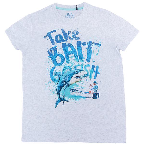 Футболка для мальчика SELAФутболки, поло и топы<br>Характеристики товара:<br><br>• цвет: серый<br>• состав: 100% хлопок<br>• принт<br>• короткие рукава<br>• округлый горловой вырез<br>• страна бренда: Российская Федерация<br><br>В новой коллекции SELA отличные модели одежды! Эта футболка для мальчика поможет разнообразить гардероб ребенка и обеспечить комфорт. Она отлично сочетается с джинсами и брюками. Удобная базовая вещь!<br><br>Футболку для мальчика от популярного бренда SELA (СЕЛА) можно купить в нашем интернет-магазине.<br>Ширина мм: 230; Глубина мм: 40; Высота мм: 220; Вес г: 250; Цвет: серый; Возраст от месяцев: 96; Возраст до месяцев: 108; Пол: Мужской; Возраст: Детский; Размер: 134,140,128,122,152,146; SKU: 5304088;