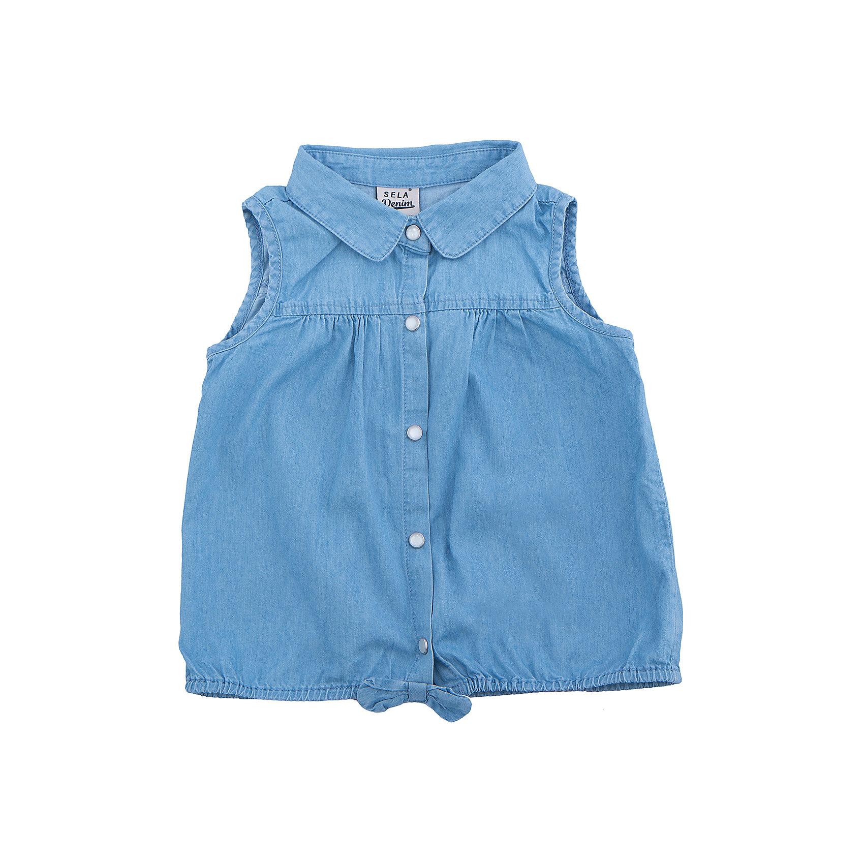 Блузка джинсовая для девочки SELAДжинсовая одежда<br>Характеристики товара:<br><br>• цвет: голубой<br>• сезон: лето<br>• состав:  100% хлопок<br>• застежки-кнопки<br>• комфортная посадка<br>• без рукавов<br>• отложной воротник<br>• страна бренда: Россия<br><br>Вещи из новой коллекции SELA продолжают радовать удобством! Эта блузка для девочки поможет разнообразить гардероб ребенка и обеспечить комфорт.<br><br>Одежда, обувь и аксессуары от российского бренда SELA не зря пользуются большой популярностью у детей и взрослых! Модели этой марки - стильные и удобные, цена при этом неизменно остается доступной. Для их производства используются только безопасные, качественные материалы и фурнитура. <br><br>Блузку для девочки от популярного бренда SELA (СЕЛА) можно купить в нашем интернет-магазине.<br><br>Ширина мм: 186<br>Глубина мм: 87<br>Высота мм: 198<br>Вес г: 197<br>Цвет: голубой<br>Возраст от месяцев: 24<br>Возраст до месяцев: 36<br>Пол: Женский<br>Возраст: Детский<br>Размер: 98,116,92,104,110<br>SKU: 5305015