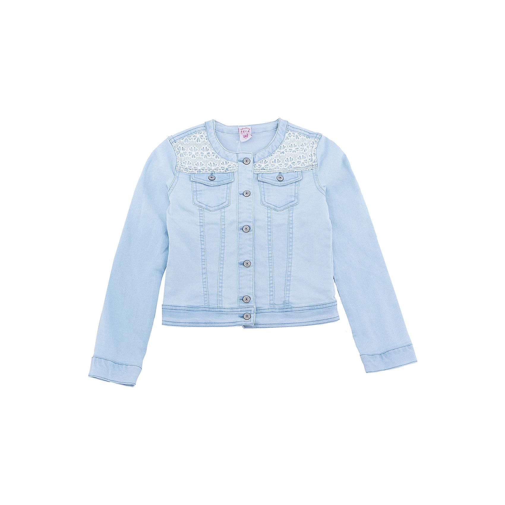 Куртка джинсовая для девочки SELAДжинсовая одежда<br>Характеристики товара:<br><br>• цвет: голубой джинс<br>• состав: 78% хлопок, 21% ПЭ, 1% эластан<br>• декорирован кружевом<br>• карманы<br>• длинные рукава<br>• эффект потертостей<br>• пуговицы<br>• страна бренда: Россия<br><br>Вещи из новой коллекции SELA продолжают радовать удобством! Стильная легкая куртка для девочки поможет разнообразить гардероб ребенка и обеспечить комфорт в прохладную погоду. Она отлично сочетается с юбками и брюками. Отличается оригинальной отделкой. <br><br>Одежда, обувь и аксессуары от российского бренда SELA не зря пользуются большой популярностью у детей и взрослых! Модели этой марки - стильные и удобные, цена при этом неизменно остается доступной. Для их производства используются только безопасные, качественные материалы и фурнитура. Новая коллекция поддерживает хорошие традиции бренда! <br><br>Жакет для девочки от популярного бренда SELA (СЕЛА) можно купить в нашем интернет-магазине.<br><br>Ширина мм: 190<br>Глубина мм: 74<br>Высота мм: 229<br>Вес г: 236<br>Цвет: голубой<br>Возраст от месяцев: 120<br>Возраст до месяцев: 132<br>Пол: Женский<br>Возраст: Детский<br>Размер: 146,134,140,152,116,122,128<br>SKU: 5305692