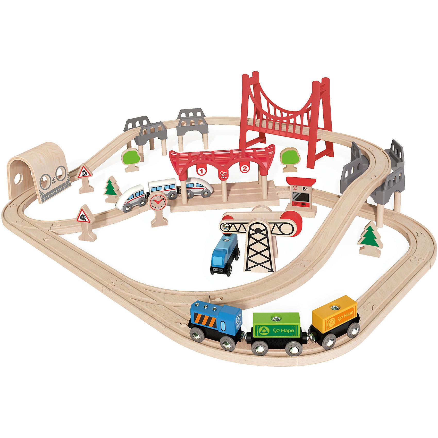 Игровой набор Железная дорога, HapeИгрушечная железная дорога<br>Игровой набор Железная дорога, Hape (Хейп).<br><br>Характеристики:<br><br>- В наборе: элементы для сборки железной дороги, арочный мост, вантовый мост, депо, 2 состава (грузовой и пассажирский), машинка, деревья, часы, железнодорожные знаки, погрузчик<br>- Количество деталей: 63<br>- Размер в собранном виде: 85х70х20 см.<br>- Материал: древесина<br>- Размер упаковки: 48х15х45 см.<br><br>Игровой набор Железная дорога от Hape (Хейп) – мечта любого мальчишки! Набор состоит из железной дороги в виде двойной петли с арочным и вантовым мостом, пассажирского и грузового составов, депо и дополнительных элементов – погрузчика, часов, машинки, фигурок в виде деревьев и железнодорожных знаков. Железная дорога собирается из отдельных элементов по принципу пазла. Затруднений со сборкой железнодорожного полотна у ребенка не возникнет, так как элементы довольно крупные. Вагоны крепятся друг к другу магнитными элементами, расположенными в передней и задней частях, что позволяет беспрепятственно отсоединять их, комбинировать по ходу игры. Набор изготовлен из отлично отшлифованного, натурального дерева, окрашенного нетоксичной краской. Играя с набором Железная дорога, ребенок будет не только получать удовольствие от игры, но и развивать мелкую моторику рук, фантазию, воображение, координацию движений, конструкторские и игровые навыки.<br><br>Игровой набор Железная дорога, Hape (Хейп) можно купить в нашем интернет-магазине.<br><br>Ширина мм: 150<br>Глубина мм: 480<br>Высота мм: 420<br>Вес г: 3500<br>Возраст от месяцев: 36<br>Возраст до месяцев: 84<br>Пол: Мужской<br>Возраст: Детский<br>SKU: 5309151