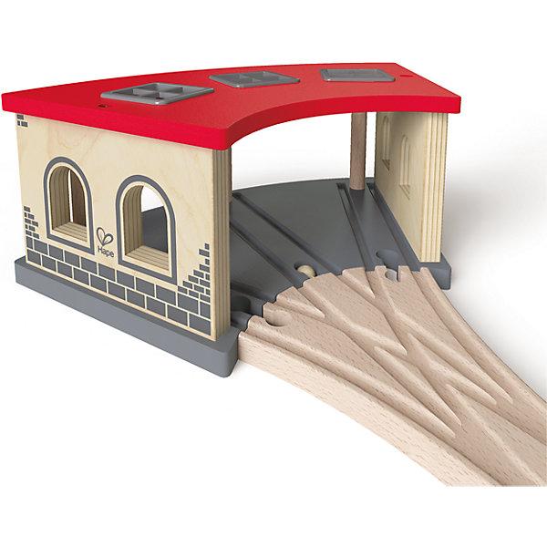 Дополнительный элемент Депо, HapeЖелезные дороги<br>Дополнительный элемент Депо, Hape (Хейп).<br><br>Характеристики:<br><br>- В наборе: депо, элемент железнодорожного полотна<br>- Размер: 29,5х17х11 см.<br>- Материал: древесина<br><br>Дополнительный элемент депо позволит значительно улучшить конфигурацию деревянной железной дороги от Hape (Хейп). Депо легко присоединяется к любой железной дороге Hape (E3700, E3712, E3713). Депо имеет три полосы, так что в нем достаточно места для парковки трех локомотивов. Дополнительный элемент Депо изготовлен из отлично отшлифованного, натурального дерева, окрашенного нетоксичной краской.<br><br>Дополнительный элемент Депо, Hape (Хейп) можно купить в нашем интернет-магазине.<br><br>Ширина мм: 140<br>Глубина мм: 300<br>Высота мм: 180<br>Вес г: 1100<br>Возраст от месяцев: 36<br>Возраст до месяцев: 84<br>Пол: Мужской<br>Возраст: Детский<br>SKU: 5309154