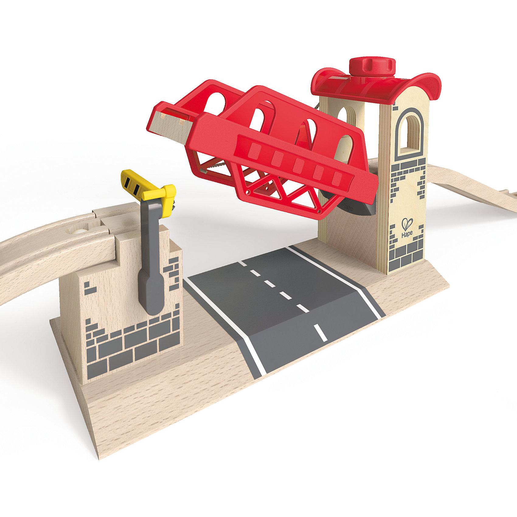 Дополнительный элемент Мост, HapeИгрушечная железная дорога<br>Дополнительный элемент Мост, Hape (Хейп).<br><br>Характеристики:<br><br>- Размер: 23,6х11х16 см.<br>- Материал: древесина<br><br>Дополнительный элемент разводной мост позволит значительно улучшить конфигурацию деревянной железной дороги от Hape (Хейп). Разводной мост легко присоединяется к любой железной дороге Hape (E3700, E3712, E3713) с помощью двух элементов железнодорожного полотна. Элементы позволяют въехать на мост локомотиву как на «ручном» управлении, так и двигающемуся самостоятельно. Пролет моста может быть поднят или опущен. Для подъема необходимо покрутить специальный механизм, который с помощью троса приподнимает основной пролет. Шлагбаумы с двух сторон моста предотвратят неожиданный въезд железнодорожного состава на мост, когда он поднят. Шлагбаумы управляются вручную. Дополнительный элемент Мост изготовлен из отлично отшлифованного, натурального дерева, окрашенного нетоксичной краской.<br><br>Дополнительный элемент Мост, Hape (Хейп) можно купить в нашем интернет-магазине.<br><br>Ширина мм: 140<br>Глубина мм: 300<br>Высота мм: 180<br>Вес г: 1133<br>Возраст от месяцев: 36<br>Возраст до месяцев: 84<br>Пол: Мужской<br>Возраст: Детский<br>SKU: 5309155
