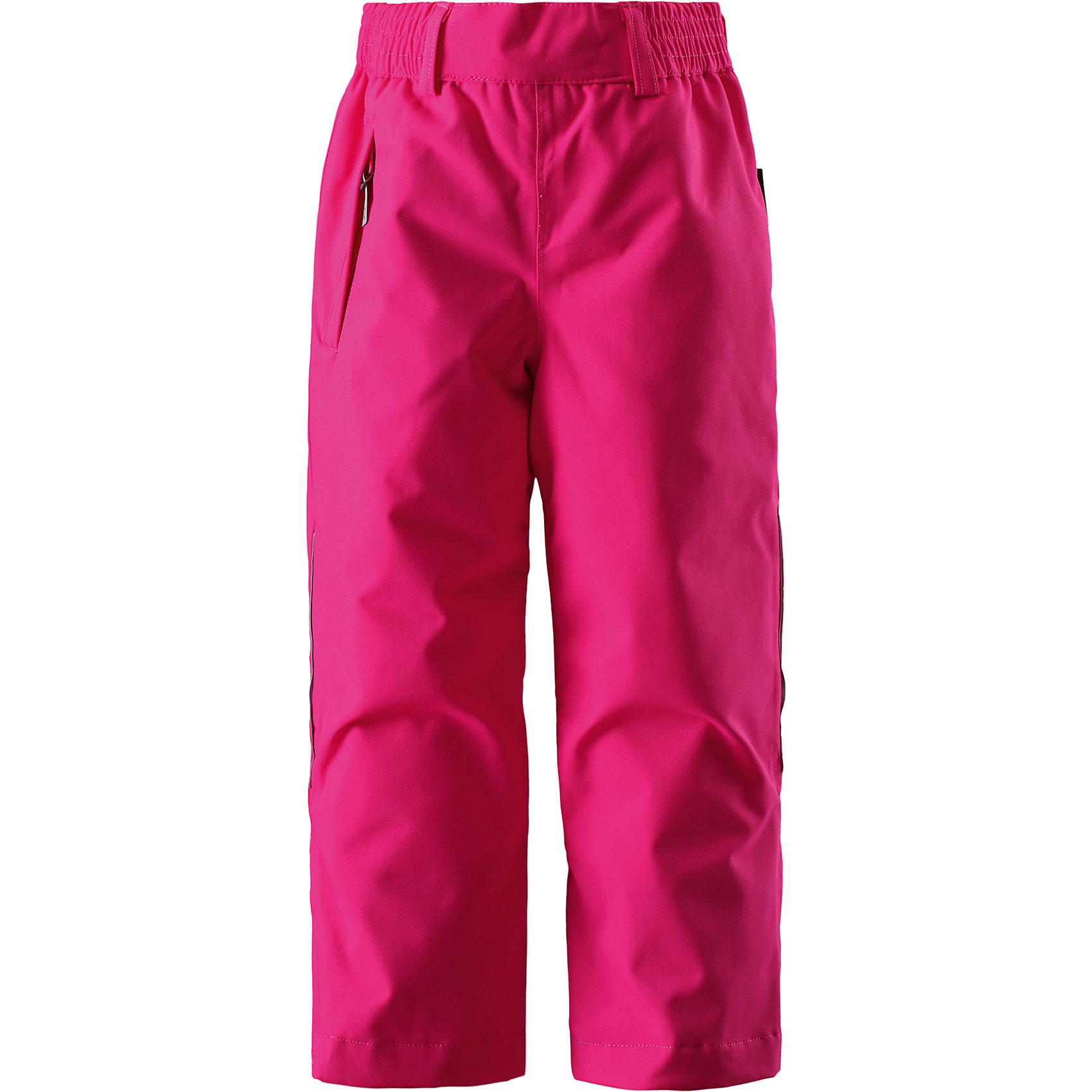 Брюки Vinha Reimatec®+ ReimaЗимние брюки для детей .Все швы проклеены и водонепроницаемы. Сверхпрочный материал Водо- и ветронепроницаемый, «дышащий» и грязеотталкивающий материал. Гладкая подкладка из полиэстра. Эластичный регулируемый обхват талии. Регулируемые штанины со снегозащитными манжетами .Липучки на штанинах. Карман на молнии. Безопасные светоотражающие детали.<br>Состав:<br>100% ПА, ПУ-покрытие<br><br>Ширина мм: 215<br>Глубина мм: 88<br>Высота мм: 191<br>Вес г: 336<br>Цвет: розовый<br>Возраст от месяцев: 36<br>Возраст до месяцев: 48<br>Пол: Унисекс<br>Возраст: Детский<br>Размер: 104,116,110<br>SKU: 5309421