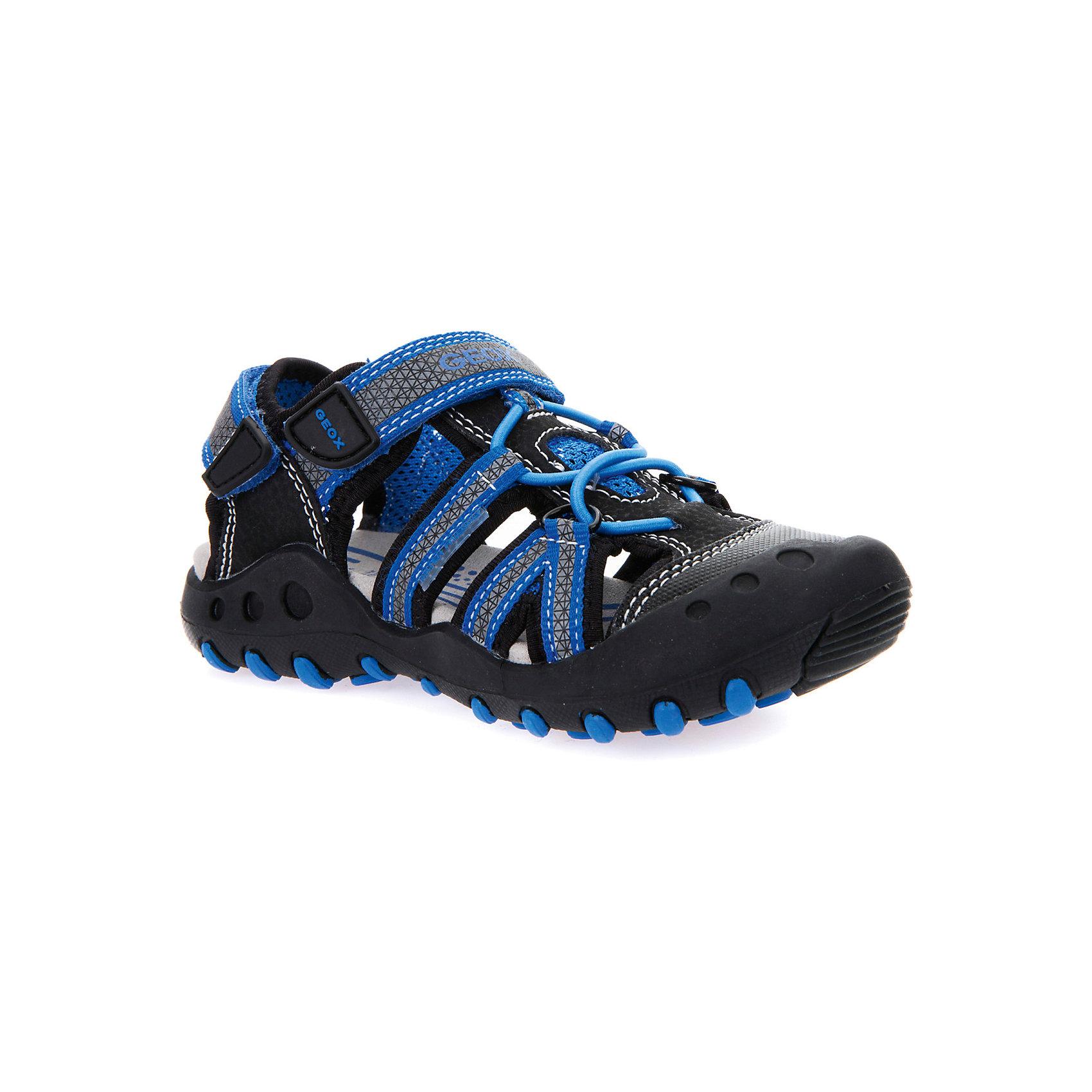 Сандалии для мальчика GEOXСандалии<br>Характеристики товара:<br><br>• цвет: чёрный/синий<br>• внешний материал: 55% полимерный материал, 45% текстильный материал<br>• внутренний материал: синтетическая ткань<br>• стелька: текстиль<br>• подошва: резина<br>• высота подошвы: 2,5 см<br>• спортивная модель<br>• усиленный защищённый мыс<br>• застежка: липучка, шнуровка<br>• закрытый мыс<br>• с открытой пяткой<br>• устойчивая подошва<br>• мембранная технология<br>• декорированы логотипом<br>• страна бренда: Италия<br><br>Обувь от бренда GEOX - это классический пример итальянского стиля и высокого качества, известных по всему миру. Модели этой марки - неизменно модные и комфортные. Для их производства используются только безопасные, качественные материалы и фурнитура. Отличие этой линейки обуви - мембранная технология, которая обеспечивает естественное дыхание обуви и в то же время не пропускает воду. Это особенно важно для детской обуви!<br><br>Сандали от итальянского бренда GEOX (ГЕОКС) можно купить в нашем интернет-магазине.<br><br>Ширина мм: 219<br>Глубина мм: 154<br>Высота мм: 121<br>Вес г: 343<br>Цвет: черный<br>Возраст от месяцев: 120<br>Возраст до месяцев: 132<br>Пол: Мужской<br>Возраст: Детский<br>Размер: 34,26,27,28,29,30,31,32,33<br>SKU: 5335221