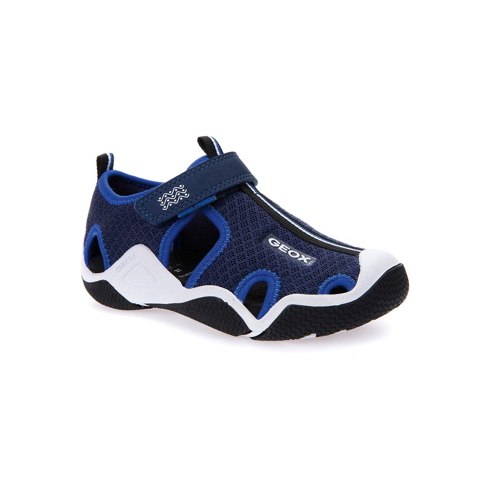 Сандалии для мальчика GEOXСандалии<br>Характеристики товара:<br><br>• цвет: синий<br>• внешний материал: текстиль<br>• внутренний материал: текстиль<br>• стелька: текстиль<br>• подошва: резина<br>• застежка: липучка<br>• закрытый носок<br>• спортивный стиль<br>• устойчивая подошва<br>• мембранная технология<br>• декорированы логотипом<br>• коллекция: весна-лето 2017<br>• страна бренда: Италия<br><br>Легкие удобные сандали помогут обеспечить ребенку комфорт и дополнить наряд. Универсальный цвет позволяет надевать их под одежду разных расцветок. Сандали удобно сидят на ноге и стильно смотрятся. Отличный вариант для жаркой погоды!<br><br>Обувь от бренда GEOX - это классический пример итальянского стиля и высокого качества, известных по всему миру. Модели этой марки - неизменно модные и комфортные. Для их производства используются только безопасные, качественные материалы и фурнитура. Отличие этой линейки обуви - мембранная технология, которая обеспечивает естественное дыхание обуви и в то же время не пропускает воду. Это особенно важно для детской обуви!<br><br>Сандали от итальянского бренда GEOX (ГЕОКС) можно купить в нашем интернет-магазине.<br><br>Ширина мм: 262<br>Глубина мм: 176<br>Высота мм: 97<br>Вес г: 427<br>Цвет: синий<br>Возраст от месяцев: 120<br>Возраст до месяцев: 132<br>Пол: Мужской<br>Возраст: Детский<br>Размер: 34,26,27,28,29,30,31,32,33<br>SKU: 5335256