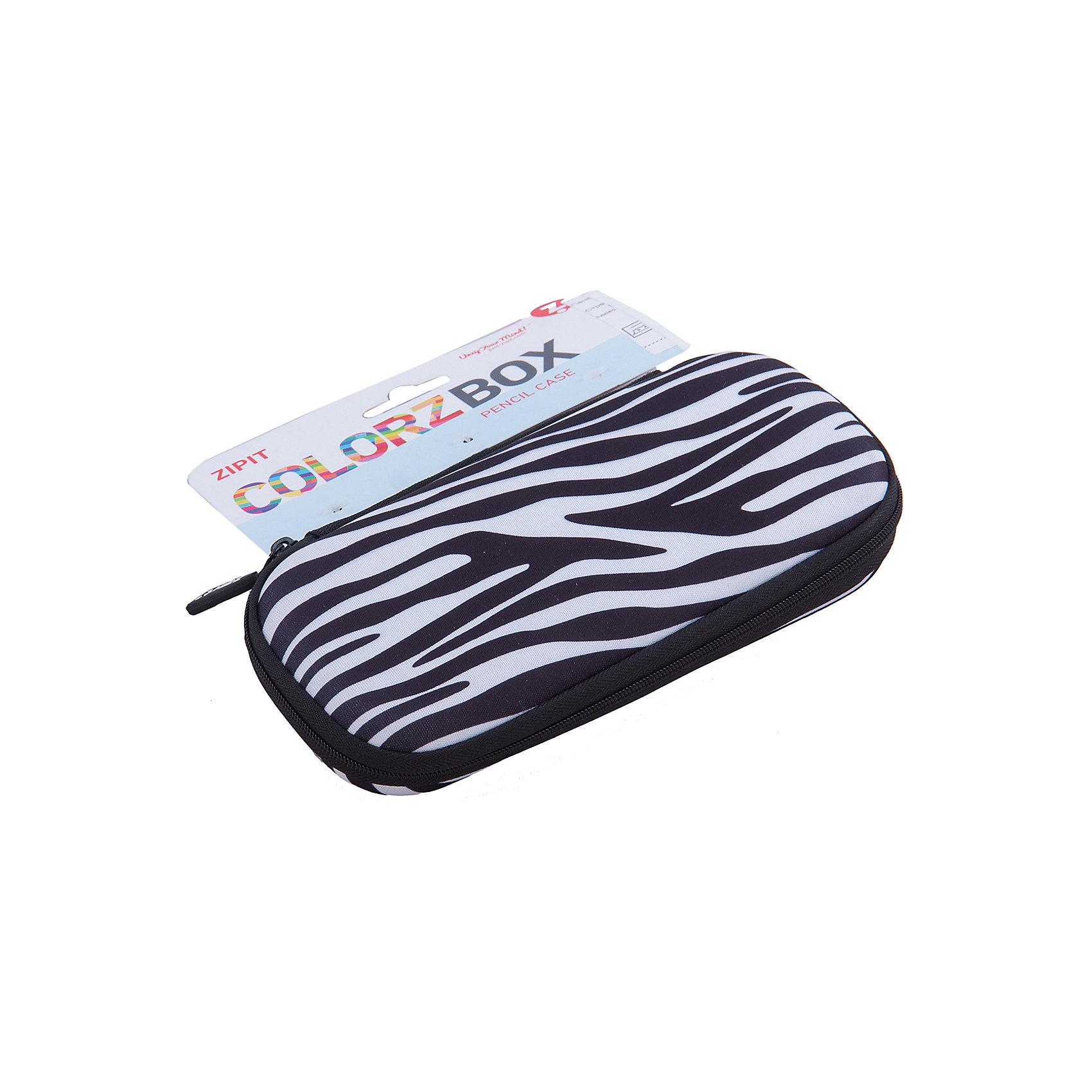 Пенал COLORZ BOX, цвет черно-белыйПрочный пенал в мягкой обшивке хорошо сохранит ваши пишущие принадлежности. Используются высококачественные материалы, в том числе и крепкие молнии, чтобы был практичный пенал, который сделан на совесть. Многофункциональный - может вместиться до 20 ручек и карандашей. Он также может хранить ваши ножницы, точилки, карандаши, мобильный телефон, личные вещи и многое другое.<br>Забавные узоры - смелые геометрические, стильные модели, расцветка зебры или глазки - выберите Ваш любимый!<br><br>Ширина мм: 19<br>Глубина мм: 9<br>Высота мм: 4<br>Вес г: 200<br>Возраст от месяцев: 60<br>Возраст до месяцев: 420<br>Пол: Унисекс<br>Возраст: Детский<br>SKU: 5344345