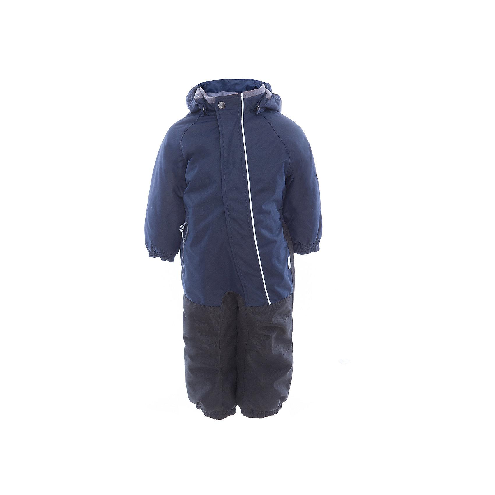 Комбинезон CHRIS для мальчика HuppaКомбинезоны<br>Характеристики товара:<br><br>• цвет: тёмно-синий<br>• ткань: 100% полиэстер<br>• подкладка: тафта, pritex - 100% полиэстер<br>• утеплитель: 100% полиэстер 100 г<br>• температурный режим: от -5°С до +10°С<br>• водонепроницаемость: 10000 мм<br>• воздухопроницаемость: 10000 мм<br>• светоотражающие детали<br>• средний задний шов, боковые и внутренние швы проклеены<br>• съёмный капюшон с резинкой<br>• защита подбородка<br>• эластичные манжеты<br>• манжеты брюк с резинкой<br>• съёмные эластичные штрипки<br>• без внутренних швов<br>• коллекция: весна-лето 2017<br>• страна бренда: Эстония<br><br>Этот удобный комбинезон обеспечит детям тепло и комфорт. Он сделан из материала, отталкивающего воду, и дополнен подкладкой с утеплителем, поэтому изделие идеально подходит для межсезонья. Материал изделия - с мембранной технологией: защищая от влаги и ветра, он легко выводит лишнюю влагу наружу. Комбинезон очень симпатично смотрится. <br><br>Одежда и обувь от популярного эстонского бренда Huppa - отличный вариант одеть ребенка можно и комфортно. Вещи, выпускаемые компанией, качественные, продуманные и очень удобные. Для производства изделий используются только безопасные для детей материалы. Продукция от Huppa порадует и детей, и их родителей!<br><br>Комбинезон GOLDEN от бренда Huppa (Хуппа) можно купить в нашем интернет-магазине.<br><br>Ширина мм: 356<br>Глубина мм: 10<br>Высота мм: 245<br>Вес г: 519<br>Цвет: синий<br>Возраст от месяцев: 36<br>Возраст до месяцев: 48<br>Пол: Мужской<br>Возраст: Детский<br>Размер: 104,80,86,92,98<br>SKU: 5346530