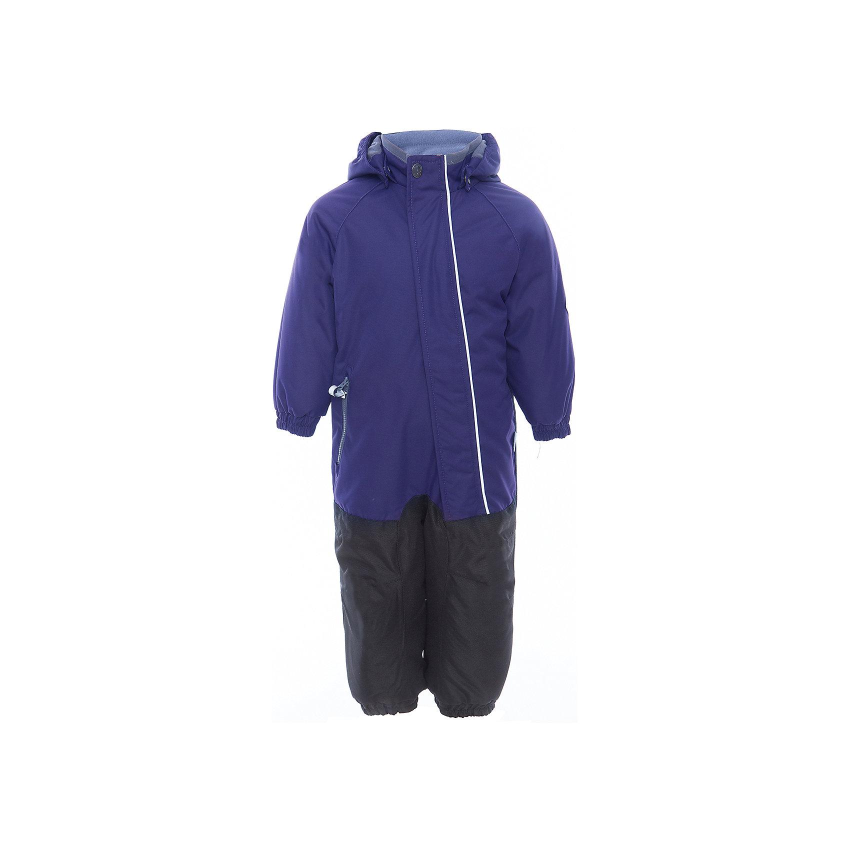 Комбинезон CHRIS для мальчика HuppaВерхняя одежда<br>Характеристики товара:<br><br>• цвет: тёмно-синий<br>• ткань: 100% полиэстер<br>• подкладка: тафта, pritex - 100% полиэстер<br>• утеплитель: 100% полиэстер 100 г<br>• температурный режим: от -5°С до +10°С<br>• водонепроницаемость: 10000 мм<br>• воздухопроницаемость: 10000 мм<br>• светоотражающие детали<br>• средний задний шов, боковые и внутренние швы проклеены<br>• съёмный капюшон с резинкой<br>• защита подбородка<br>• эластичные манжеты<br>• манжеты брюк с резинкой<br>• съёмные эластичные штрипки<br>• без внутренних швов<br>• коллекция: весна-лето 2017<br>• страна бренда: Эстония<br><br>Этот удобный комбинезон обеспечит детям тепло и комфорт. Он сделан из материала, отталкивающего воду, и дополнен подкладкой с утеплителем, поэтому изделие идеально подходит для межсезонья. Материал изделия - с мембранной технологией: защищая от влаги и ветра, он легко выводит лишнюю влагу наружу. Комбинезон очень симпатично смотрится. <br><br>Одежда и обувь от популярного эстонского бренда Huppa - отличный вариант одеть ребенка можно и комфортно. Вещи, выпускаемые компанией, качественные, продуманные и очень удобные. Для производства изделий используются только безопасные для детей материалы. Продукция от Huppa порадует и детей, и их родителей!<br><br>Комбинезон GOLDEN от бренда Huppa (Хуппа) можно купить в нашем интернет-магазине.<br><br>Ширина мм: 356<br>Глубина мм: 10<br>Высота мм: 245<br>Вес г: 519<br>Цвет: синий<br>Возраст от месяцев: 72<br>Возраст до месяцев: 84<br>Пол: Мужской<br>Возраст: Детский<br>Размер: 122,110,116<br>SKU: 5346548