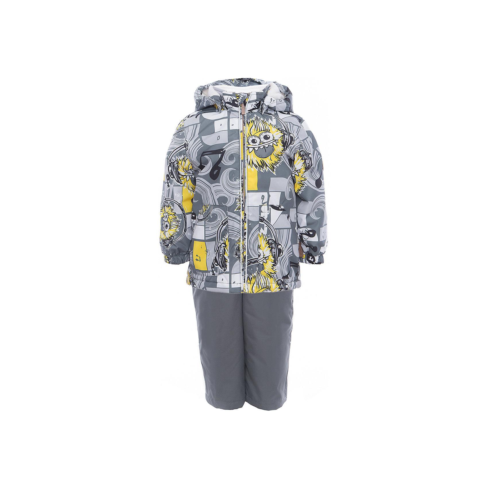 Комплект: куртка и полукомбинезон YOKO для мальчика HuppaВерхняя одежда<br>Характеристики товара:<br><br>• цвет: серый принт<br>• комплектация: куртка и полукомбинезон <br>• ткань: 100% полиэстер<br>• подкладка: тафта - 100% полиэстер<br>• утеплитель: в куртке и в брюках - 100% полиэстер 100 г<br>• температурный режим: от -5°С до +10°С<br>• водонепроницаемость: 10000 мм<br>• воздухопроницаемость: 10000 мм<br>• светоотражающие детали<br>• шов сидения проклеен<br>• эластичный шнур по низу куртки<br>• эластичный шнур с фиксатором внизу брючин<br>• съёмный капюшон с резинкой<br>• эластичные манжеты рукавов<br>• регулируемые низы брючин<br>• без внутренних швов<br>• резиновые подтяжки<br>• коллекция: весна-лето 2017<br>• страна бренда: Эстония<br><br>Такой модный демисезонный комплект  обеспечит детям тепло и комфорт. Он сделан из материала, отталкивающего воду, и дополнен подкладкой с утеплителем, поэтому изделие идеально подходит для межсезонья. Материал изделий - с мембранной технологией: защищая от влаги и ветра, он легко выводит лишнюю влагу наружу. Комплект очень симпатично смотрится. <br><br>Одежда и обувь от популярного эстонского бренда Huppa - отличный вариант одеть ребенка можно и комфортно. Вещи, выпускаемые компанией, качественные, продуманные и очень удобные. Для производства изделий используются только безопасные для детей материалы. Продукция от Huppa порадует и детей, и их родителей!<br><br>Комплект: куртка и полукомбинезон YOKO от бренда Huppa (Хуппа) можно купить в нашем интернет-магазине.<br><br>Ширина мм: 356<br>Глубина мм: 10<br>Высота мм: 245<br>Вес г: 519<br>Цвет: серый<br>Возраст от месяцев: 72<br>Возраст до месяцев: 84<br>Пол: Мужской<br>Возраст: Детский<br>Размер: 122,92,98,104,110,116<br>SKU: 5346746