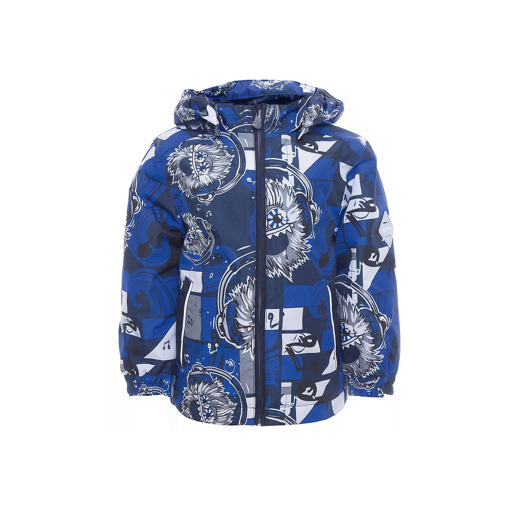 Куртка JODY для мальчика HuppaВерхняя одежда<br>Характеристики товара:<br><br>• цвет: тёмно-синий<br>• ткань: 100% полиэстер<br>• подкладка: тафта - 100% полиэстер<br>• утеплитель: 100% полиэстер 100 г<br>• температурный режим: от -5°С до +15°С<br>• водонепроницаемость: 10000 мм<br>• воздухопроницаемость: 10000 мм<br>• светоотражающие детали<br>• эластичные манжеты<br>• молния<br>• съёмный капюшон<br>• комфортная посадка<br>• коллекция: весна-лето 2017<br>• страна бренда: Эстония<br><br>Эта стильная куртка обеспечит детям тепло и комфорт. Она сделана из материала, отталкивающего воду, и дополнено подкладкой с утеплителем, поэтому изделие идеально подходит для межсезонья. Материал изделия - с мембранной технологией: защищая от влаги и ветра, он легко выводит лишнюю влагу наружу. Для удобства сделан капюшон. Куртка очень симпатично смотрится, яркая расцветка и крой добавляют ему оригинальности. Модель была разработана специально для детей.<br><br>Одежда и обувь от популярного эстонского бренда Huppa - отличный вариант одеть ребенка можно и комфортно. Вещи, выпускаемые компанией, качественные, продуманные и очень удобные. Для производства изделий используются только безопасные для детей материалы. Продукция от Huppa порадует и детей, и их родителей!<br><br>Куртку JODY от бренда Huppa (Хуппа) можно купить в нашем интернет-магазине.<br><br>Ширина мм: 356<br>Глубина мм: 10<br>Высота мм: 245<br>Вес г: 519<br>Цвет: синий<br>Возраст от месяцев: 48<br>Возраст до месяцев: 60<br>Пол: Мужской<br>Возраст: Детский<br>Размер: 110,116,122,128,134,140,146,152,92,98,104<br>SKU: 5347009
