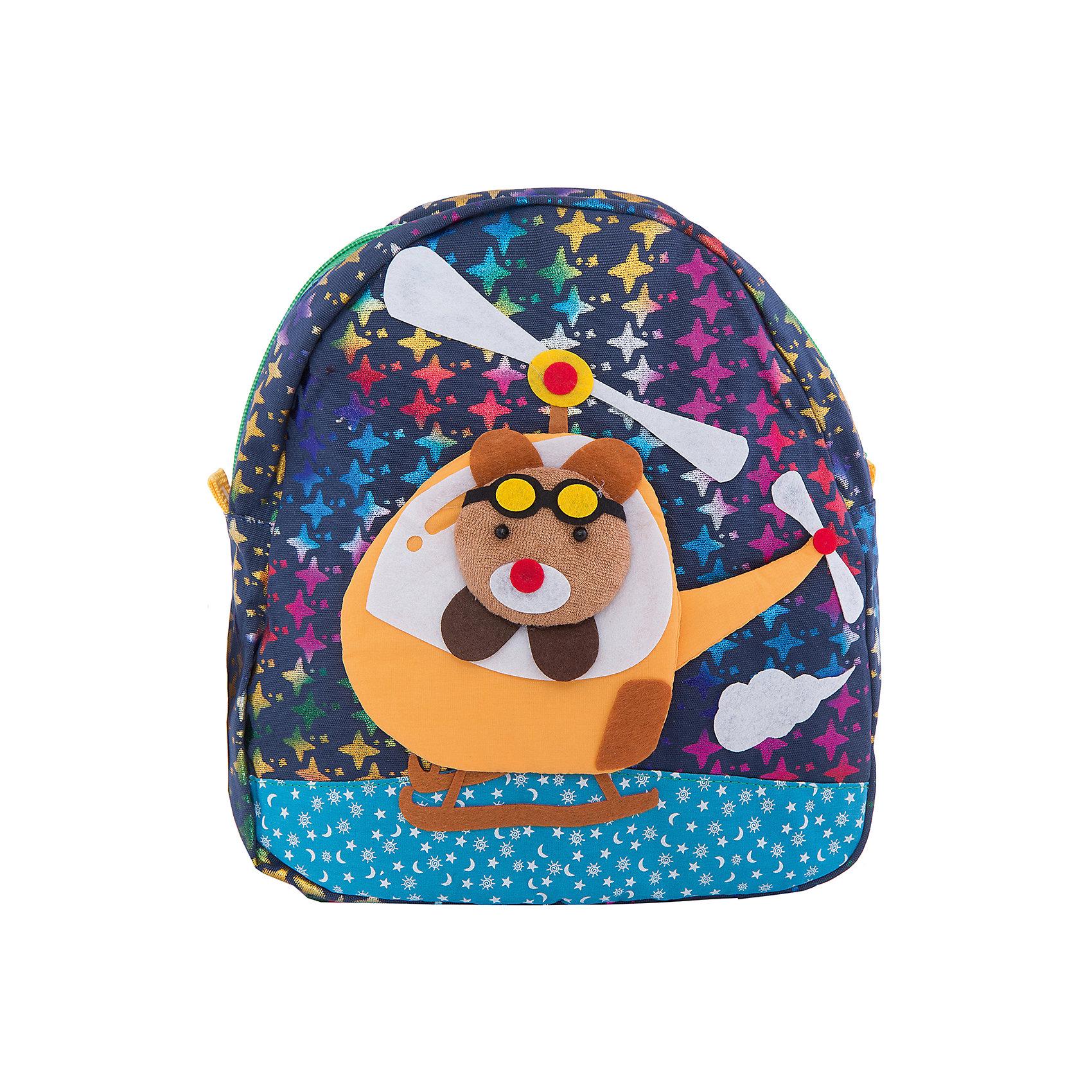 Рюкзак VITACCIХарактеристики:<br><br>• Тип сумки: рюкзак<br>• Пол: для мальчика<br>• Цвет: синий<br>• Сезон: весна-лето<br>• Тематика рисунка: путешествие<br>• Тип застежки: молния<br>• Лямки регулируются по длине<br>• Одно отделение <br>• Предусмотрена ручка-петля<br>• Материал: текстиль <br>• Габариты: ширина днища – 9 см, высота – 25 см<br>• Размеры лямок (Ш*Д): 23*52 см<br>• Вес: 350 г<br>• Особенности ухода: влажная чистка, сухая чистка<br><br>Рюкзак VITACCI от лидера российско-итальянского предприятия, которое специализируется на выпуске высококачественной обуви и аксессуаров как для взрослых, так и для детей. Детские сумки этого торгового бренда изготавливаются с учетом анатомических особенностей детей и имеют эргономичную форму. Форма и дизайн сумок разрабатывается итальянскими ведущими дизайнерами и отражает новейшие тенденции в мире моды. Особенность этого торгового бренда заключается в эксклюзивном сочетании материалов разных фактур и декорирование изделий стильными аксессуарами. <br><br>Рюкзак VITACCI изготовлен из экологически безопасного и гипоаллергенного текстиля. У рюкзака предусмотрено одно просторное отделение. Широкие лямки регулируются по длине. Рюкзак выполнен в брендовом дизайне: сочетание ярких цветов и объемной аппликации, изображающей путешествие медвежонка на вертолете. С таким рюкзачком особенно приятно отправляться в дальние поездки и путешествия!<br><br>Рюкзак VITACCI – это стильный аксессуар, который создаст неповторимый образ вашего ребенка! <br><br>Рюкзак VITACCI можно купить в нашем интернет-магазине.<br><br>Ширина мм: 170<br>Глубина мм: 157<br>Высота мм: 67<br>Вес г: 117<br>Цвет: разноцветный<br>Возраст от месяцев: 36<br>Возраст до месяцев: 144<br>Пол: Мужской<br>Возраст: Детский<br>Размер: one size<br>SKU: 5347431