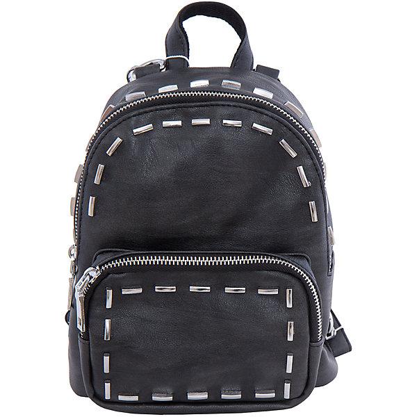 Рюкзак VITACCIРюкзаки<br>Характеристики:<br><br>• Тип сумки: рюкзак<br>• Пол: для девочки<br>• Цвет: черный<br>• Сезон: круглый год<br>• Тематика рисунка: без рисунка<br>• Тип застежки: молния<br>• Декоративные элементы: металлические клепки<br>• Отстегивающиеся лямки регулируются по длине<br>• Одно отделение с дополнительными кармашками<br>• Предусмотрена ручка-петля<br>• Спереди имеется объемный карман на молнии<br>• Материал: верх – искусственная кожа, подклад – текстиль <br>• Габариты: ширина днища – 10 см, высота – 23 см, глубина – 10 см<br>• Вес: 900 г<br>• Особенности ухода: влажная чистка, сухая чистка<br><br>Рюкзак VITACCI от лидера российско-итальянского предприятия, которое специализируется на выпуске высококачественной обуви и аксессуаров как для взрослых, так и для детей. Детские сумки этого торгового бренда изготавливаются с учетом анатомических особенностей детей и имеют эргономичную форму. Форма и дизайн сумок разрабатывается итальянскими ведущими дизайнерами и отражает новейшие тенденции в мире моды. Особенность этого торгового бренда заключается в эксклюзивном сочетании материалов разных фактур и декорирование изделий стильными аксессуарами. <br><br>Рюкзак VITACCI изготовлен из экологически безопасной искусственной кожи с эффектом замши. Имеет одно просторное отделение с маленькими кармашками: один с замочком на молнии, второй – для сотового телефона или смартфона. Спереди у рюкзака предусмотрен внешний карман-отделение на застежке молнии и боковые карманы. Съемные лямки регулируются по длине. Рюкзак выполнен в стильном черном цвете, декорирован металлическими клепками в форме цилиндров.<br>Рюкзак VITACCI – это стильный аксессуар, который создаст неповторимый образ вашего ребенка! <br><br>Рюкзак VITACCI можно купить в нашем интернет-магазине.<br><br>Ширина мм: 170<br>Глубина мм: 157<br>Высота мм: 67<br>Вес г: 117<br>Цвет: черный<br>Возраст от месяцев: 36<br>Возраст до месяцев: 144<br>Пол: Женский<br>Возраст: Детский<br>Размер: one size<br>SKU: 5347