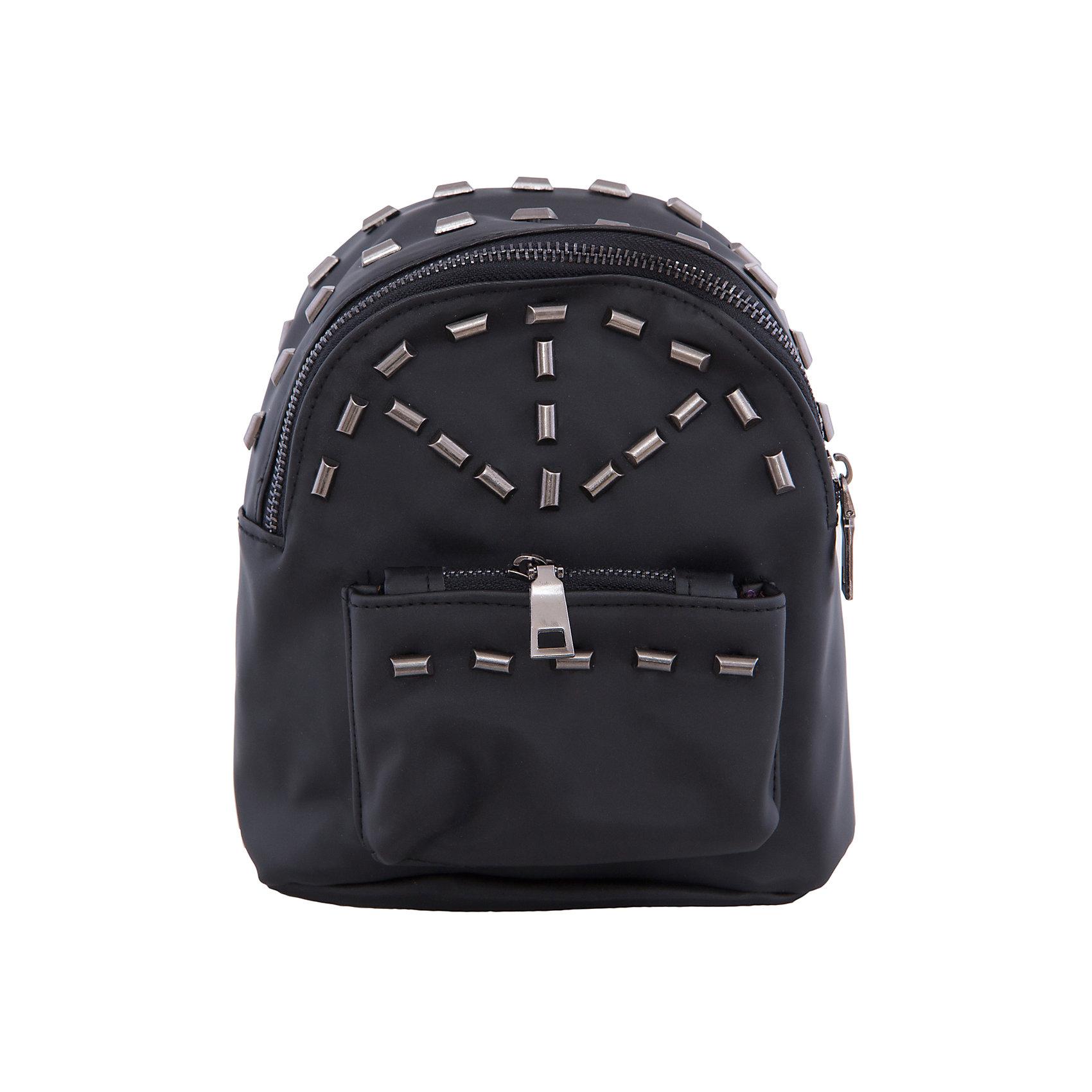 Рюкзак VITACCIАксессуары<br>Характеристики:<br><br>• Тип сумки: рюкзак<br>• Пол: универсальный<br>• Цвет: черный<br>• Сезон: круглый год<br>• Тематика рисунка: абстракция<br>• Тип застежки: молния<br>• Декоративные элементы: металлические клепки<br>• Лямки регулируются по длине<br>• Одно отделение с дополнительными кармашками<br>• Предусмотрена ручка-петля<br>• Спереди имеется объемный карман на молнии<br>• Материал: верх – искусственная кожа, подклад – текстиль <br>• Габариты: ширина днища – 17 см, высота – 21 см, глубина – 10 см<br>• Вес: 900 г<br>• Особенности ухода: влажная чистка, сухая чистка<br><br>Рюкзак VITACCI от лидера российско-итальянского предприятия, которое специализируется на выпуске высококачественной обуви и аксессуаров как для взрослых, так и для детей. Детские сумки этого торгового бренда изготавливаются с учетом анатомических особенностей детей и имеют эргономичную форму. Форма и дизайн сумок разрабатывается итальянскими ведущими дизайнерами и отражает новейшие тенденции в мире моды. Особенность этого торгового бренда заключается в эксклюзивном сочетании материалов разных фактур и декорирование изделий стильными аксессуарами. <br><br>Рюкзак VITACCI изготовлен из экологически безопасной искусственной кожи. Имеет одно просторное отделение с маленькими кармашками: один с замочком на молнии, второй – для сотового телефона или смартфона. Спереди у рюкзака предусмотрен внешний карман-отделение на застежке молнии и двойные боковые карманы. Лямки регулируются по длине. Рюкзак выполнен в стильном черном цвете, декорирован металлическими клепками в форме цилиндров.<br>Рюкзак VITACCI – это стильный аксессуар, который создаст неповторимый образ вашего ребенка! <br><br>Рюкзак VITACCI можно купить в нашем интернет-магазине.<br><br>Ширина мм: 170<br>Глубина мм: 157<br>Высота мм: 67<br>Вес г: 117<br>Цвет: черный<br>Возраст от месяцев: 36<br>Возраст до месяцев: 144<br>Пол: Женский<br>Возраст: Детский<br>Размер: one size<br>SKU: 5347479