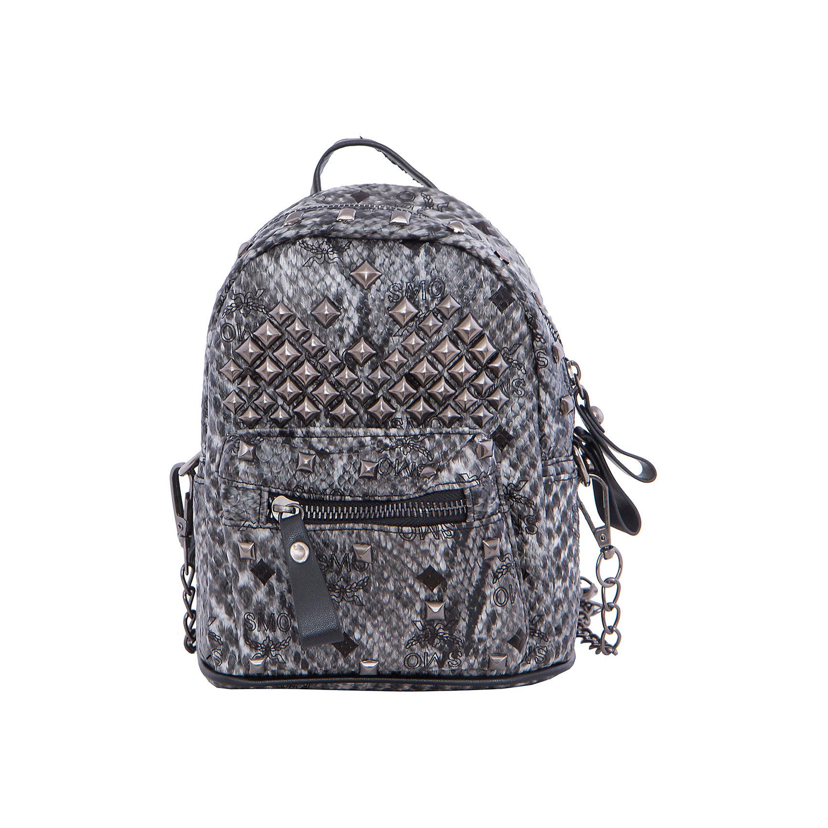 Рюкзак VITACCIАксессуары<br>Характеристики:<br><br>• Тип сумки: рюкзак<br>• Пол: для девочки<br>• Цвет: черный, серый<br>• Сезон: круглый год<br>• Тематика рисунка: без рисунка<br>• Тип застежки: молния<br>• Декоративные элементы: металлические клепки<br>• Отстегивающиеся лямки регулируются по длине<br>• Одно отделение с дополнительными кармашками<br>• Предусмотрена ручка-петля<br>• Спереди имеется объемный карман на молнии<br>• Материал: верх – искусственная кожа, подклад – текстиль <br>• Габариты: ширина днища – 16 см, высота – 20 см, глубина – 10,5 см<br>• Вес: 900 г<br>• Особенности ухода: влажная чистка, сухая чистка<br><br>Рюкзак VITACCI от лидера российско-итальянского предприятия, которое специализируется на выпуске высококачественной обуви и аксессуаров как для взрослых, так и для детей. Детские сумки этого торгового бренда изготавливаются с учетом анатомических особенностей детей и имеют эргономичную форму. Форма и дизайн сумок разрабатывается итальянскими ведущими дизайнерами и отражает новейшие тенденции в мире моды. Особенность этого торгового бренда заключается в эксклюзивном сочетании материалов разных фактур и декорирование изделий стильными аксессуарами. <br><br>Рюкзак VITACCI изготовлен из экологически безопасного искусственного материала с эффектом крокодиловой кожи. Имеет одно просторное отделение с маленькими кармашками: один с замочком на молнии, второй – для сотового телефона или смартфона. Спереди у рюкзака предусмотрен внешний карман-отделение на застежке молнии и боковые карманы. Лямки регулируются по длине. Рюкзак выполнен в стильном серо-черном цвете, декорирован металлическими клепками и фурнитурой.<br>Рюкзак VITACCI – это стильный аксессуар, который создаст неповторимый образ вашего ребенка! <br><br>Рюкзак VITACCI можно купить в нашем интернет-магазине.<br><br>Ширина мм: 170<br>Глубина мм: 157<br>Высота мм: 67<br>Вес г: 117<br>Цвет: серый<br>Возраст от месяцев: 36<br>Возраст до месяцев: 144<br>Пол: Женский<br>Возраст: Детский<br>Размер:
