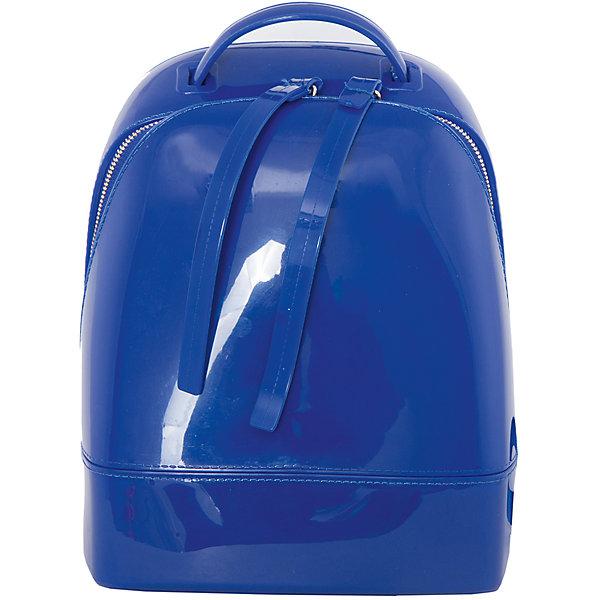 Рюкзак VITACCIАксессуары<br>Характеристики:<br><br>• Тип сумки: рюкзак<br>• Пол: для девочки<br>• Цвет: синий<br>• Сезон: круглый год<br>• Тематика рисунка: без рисунка<br>• Тип застежки: молния<br>• Лямки регулируются по длине<br>• Одно отделение с дополнительными кармашками<br>• Предусмотрена ручка-петля<br>• Материал: верх – силикон<br>• Габариты: ширина днища – 18 см, высота – 22,5 см, глубина – 11 см<br>• Вес: 760 г<br>• Особенности ухода: влажная чистка, сухая чистка<br><br>Рюкзак VITACCI от лидера российско-итальянского предприятия, которое специализируется на выпуске высококачественной обуви и аксессуаров как для взрослых, так и для детей. Детские сумки этого торгового бренда изготавливаются с учетом анатомических особенностей детей и имеют эргономичную форму. Форма и дизайн сумок разрабатывается итальянскими ведущими дизайнерами и отражает новейшие тенденции в мире моды. Особенность этого торгового бренда заключается в эксклюзивном сочетании материалов разных фактур и декорирование изделий стильными аксессуарами. <br><br>Рюкзак VITACCI изготовлен из экологически безопасной искусственной кожи с силиконовым покрытием. Имеет одно просторное отделение с маленькими кармашками: один с замочком на молнии, второй – для сотового телефона или смартфона. Лямки регулируются по длине. Рюкзак выполнен в стильном синем цвете, декорирован фурнитурой золотистого цвета и декоративными двойными строчками.<br>Рюкзак VITACCI – это стильный аксессуар, который создаст неповторимый образ вашей девочки! <br><br>Рюкзак VITACCI можно купить в нашем интернет-магазине.<br>Ширина мм: 170; Глубина мм: 157; Высота мм: 67; Вес г: 117; Цвет: синий; Возраст от месяцев: 36; Возраст до месяцев: 144; Пол: Женский; Возраст: Детский; Размер: one size; SKU: 5347495;