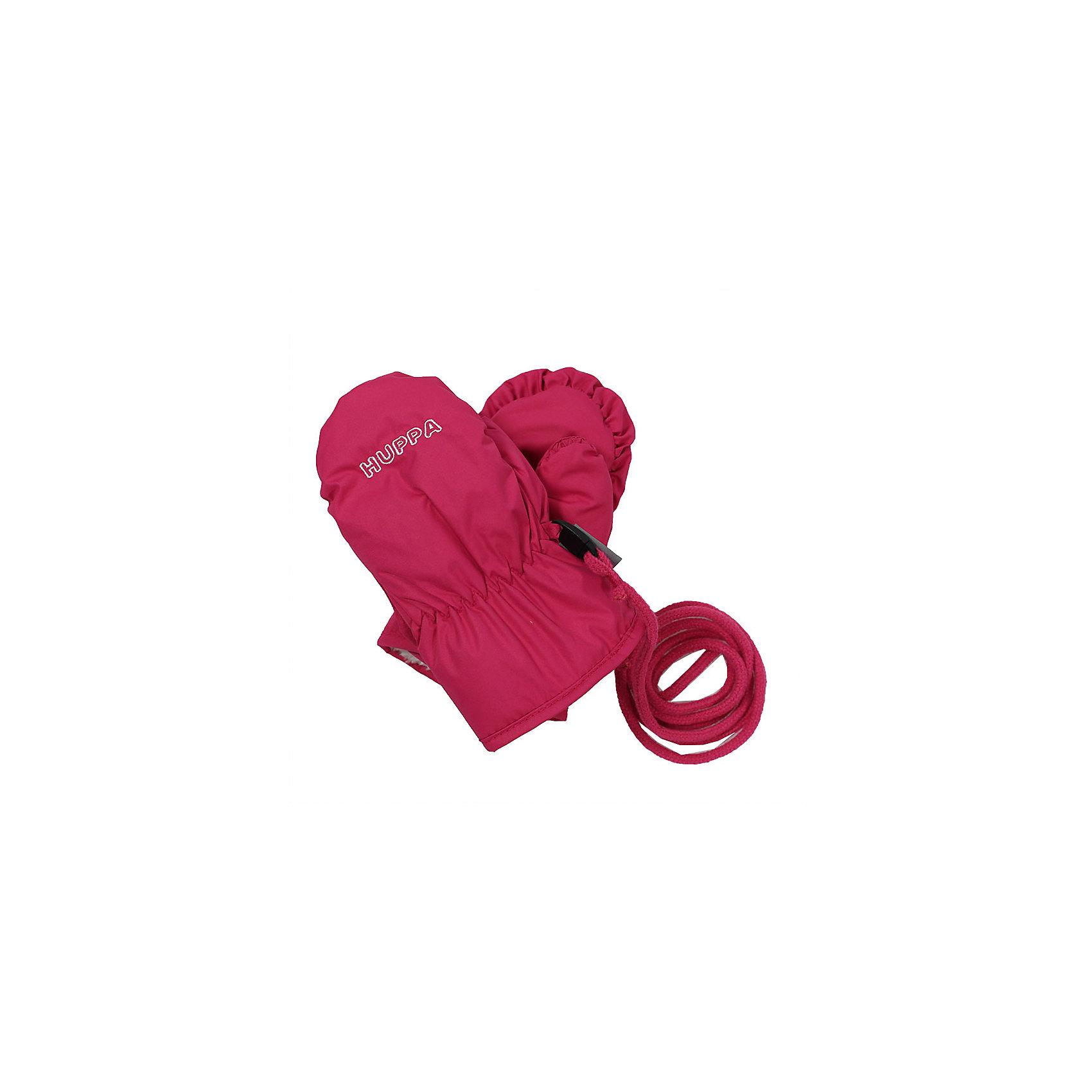 Варежки NUNNU для девочки HuppaПерчатки, варежки<br>Характеристики товара:<br><br>• цвет: фуксия<br>• ткань: 100% полиэстер<br>• подкладка: 100% полиэстер<br>• температурный режим: от 0°С до +10°С<br>• водонепроницаемость: 5000 мм<br>• воздухопроницаемость: 5000 мм<br>• не промокаемые <br>• не продуваемые<br>• логотип<br>• шнурок<br>• прочная ткань<br>• комфортная посадка<br>• страна бренда: Эстония<br><br>Эти утепленные варежки обеспечат детям тепло и комфорт в межсезонье. Они сделаны из материала, отталкивающего воду, поэтому изделие идеально подходит для межсезонья. Материал изделия - с мембранной технологией: защищая от влаги и ветра, он легко выводит лишнюю влагу наружу. Варежки очень симпатично смотрятся. Модель была разработана специально для детей.<br><br>Одежда и обувь от популярного эстонского бренда Huppa - отличный вариант одеть ребенка можно и комфортно. Вещи, выпускаемые компанией, качественные, продуманные и очень удобные. Для производства изделий используются только безопасные для детей материалы. Продукция от Huppa порадует и детей, и их родителей!<br><br>Варежки NUNNU от бренда Huppa (Хуппа) можно купить в нашем интернет-магазине.<br><br>Ширина мм: 162<br>Глубина мм: 171<br>Высота мм: 55<br>Вес г: 119<br>Цвет: лиловый<br>Возраст от месяцев: 48<br>Возраст до месяцев: 60<br>Пол: Женский<br>Возраст: Детский<br>Размер: 2,0,1<br>SKU: 5347924
