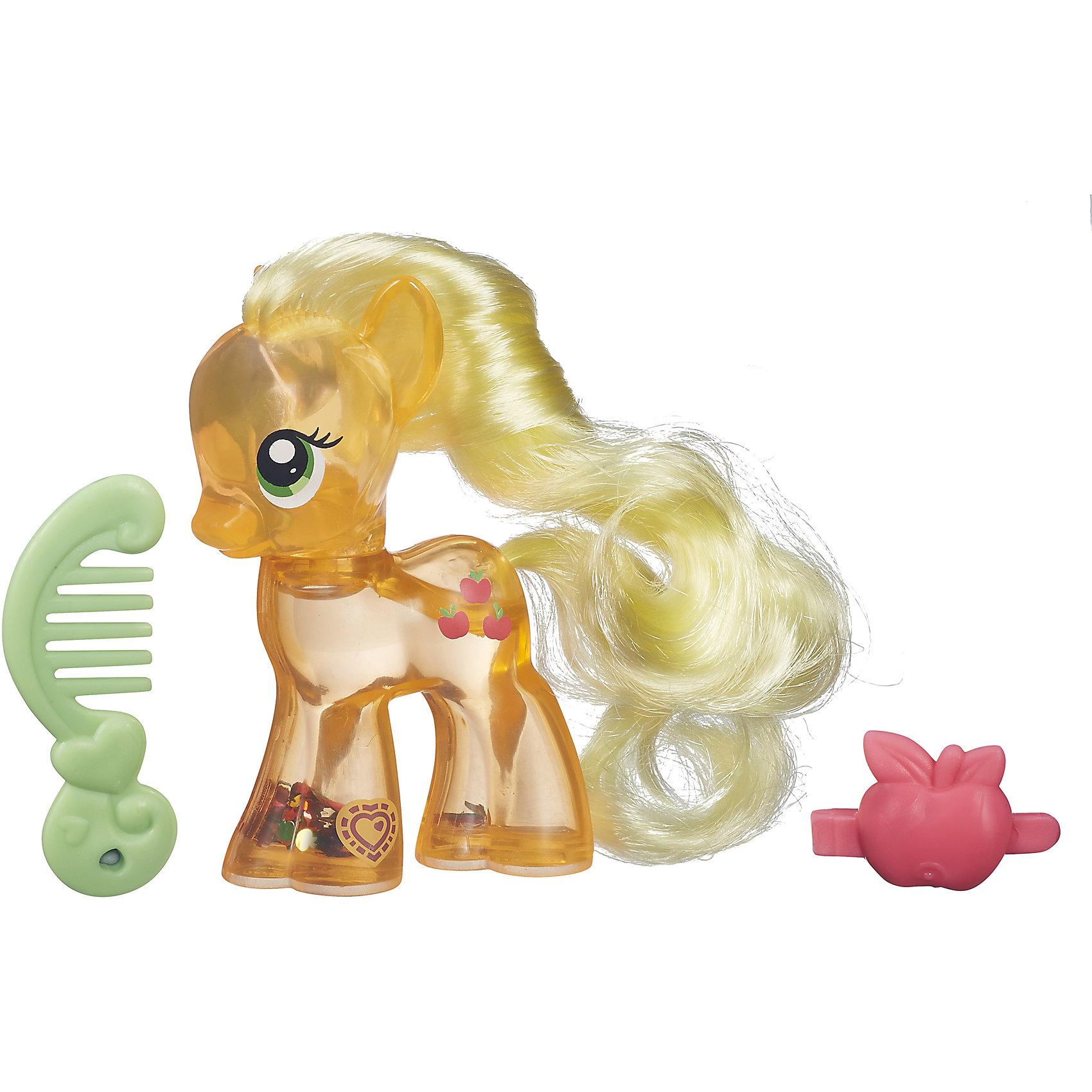 Пони с блестками My Little Pony: Cutie Mark Magic - ЭпплджекПони с блестками, My little Pony (Моя маленькая Пони), B0357/B5416.<br><br>Характеристика:<br><br>• Вид игр: сюжетно-ролевые, коллекционирование<br>• Пол: для девочек<br>• Коллекция: My little Pony<br>• Материал: пластик, нейлон<br>• Цвет: желтый, красный, зеленый<br>• Высота фигурки: 7 см<br>• Комплектация: пони, гребень, заколка<br>• На фигурке сканируемая бирка, которая открывает доступ и дополнительные возможности в бесплатном мобильном приложении My Little Pony <br>• Вес в упаковке: 70 г<br>• Размеры упаковки (Г*Ш*В): 13,8*4,4*17 см<br>• Упаковка: картонная коробка с блистером и европодвесом<br><br>Очаровательная маленькая лошадка Эпплждек приведет в восторг всех поклонников My little Pony (Май литл Пони). Игрушка наполнена специальной жидкостью с блестками, которая переливается и мерцает, если пони перевернуть или потрясти. На голове у лошадки роскошная грива, которую можно расчёсывать специальной маленькой расческой и украшать оригинальной маленькой заколкой.<br>Игрушка изготовлена из экологичных нетоксичных материалов безопасных для детей.<br><br>Пони с блестками, My little Pony (Моя маленькая Пони), B0357/B5416, можно купить в нашем интернет-магазине<br><br>Ширина мм: 44<br>Глубина мм: 138<br>Высота мм: 170<br>Вес г: 350<br>Возраст от месяцев: 36<br>Возраст до месяцев: 72<br>Пол: Женский<br>Возраст: Детский<br>SKU: 5352849