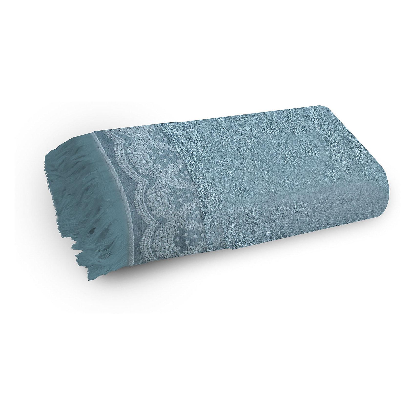 Полотенце махровое 50*90 Белладжио, Cozy Home, голубойВанная комната<br>Полотенце махровое 50*90 Белладжио, Cozy Home (Кози Хоум), голубой<br><br>Характеристики:<br><br>• декорировано бахромой и вышивкой<br>• хорошо впитывает влагу<br>• изысканный дизайн<br>• материал: хлопок<br>• размер: 50х90 см<br>• цвет: голубой<br><br>Махровое полотенце Белладжио имеет изысканный дизайн с приятными элементами декора. Полотенце дополнено красивым узором в итальянском стиле и бахромой по краю. Изделие выполнено из натурального хлопка. Полотенца из хлопка хорошо впитывают влагу, обладают антибактериальными свойствами и не вызывают раздражения на коже. Также, вы можете быть уверены, что полотенце не изменится в размере и не потеряет свой цвет после многочисленных стирок. Приятный цвет полотенца отлично подойдет к любой ванной комнате.<br><br>Полотенце махровое 50*90 Белладжио, Cozy Home (Кози Хоум), голубой вы можете купить в нашем интернет-магазине.<br><br>Ширина мм: 150<br>Глубина мм: 250<br>Высота мм: 150<br>Вес г: 250<br>Возраст от месяцев: 0<br>Возраст до месяцев: 216<br>Пол: Унисекс<br>Возраст: Детский<br>SKU: 5355281