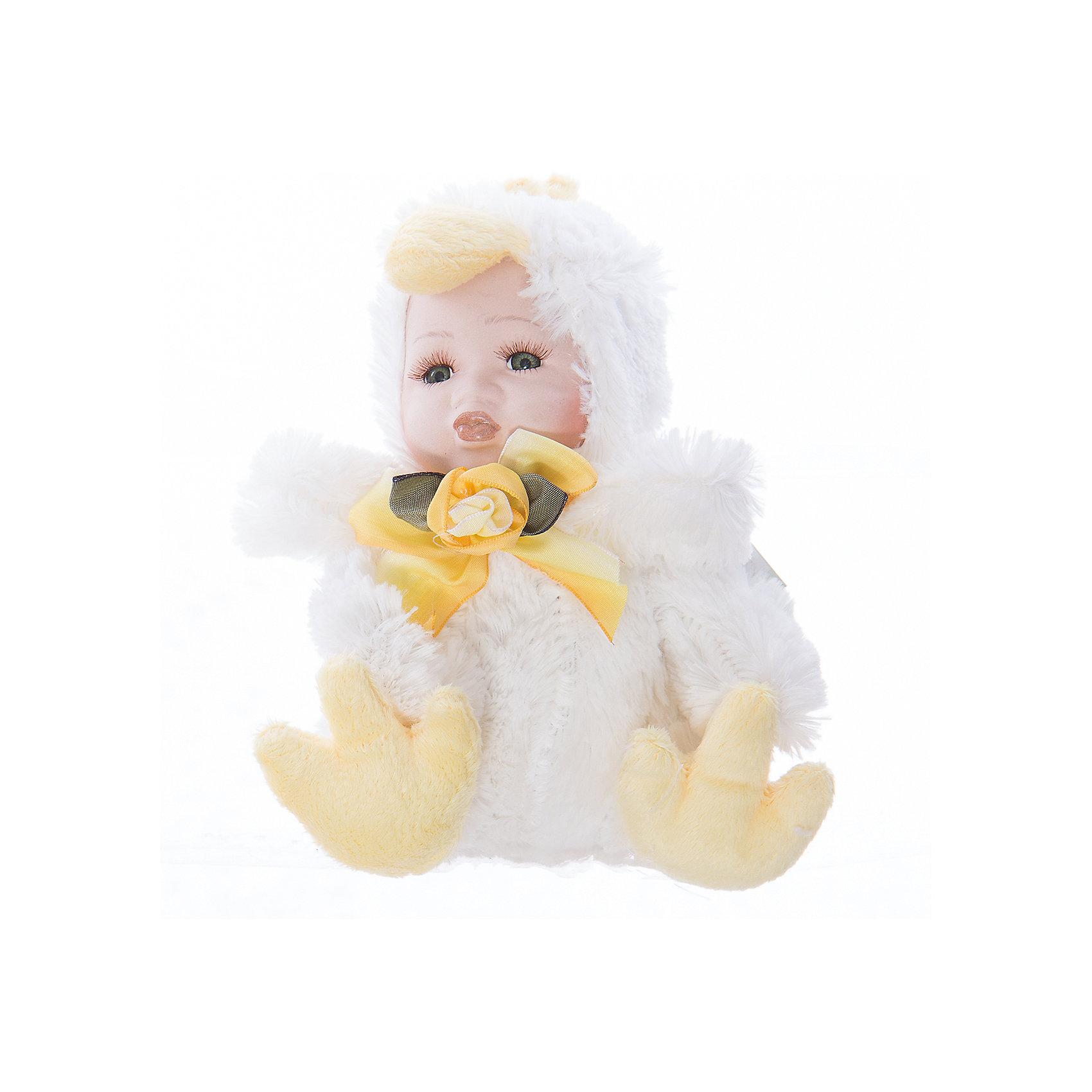 Интерьерная кукла Цыпленок C21-108053B, EstroХарактеристики интерьерной куклы:<br><br>- состав: полиэстер, керамика<br>- габариты предмета: 25* 10 *15 см <br>- комплектация: игрушка<br>- тип игрушки: фигурка<br>- вид упаковки: коробка<br>- возрастные ограничения: 3+<br>- бренд: Estro <br>- страна бренда: Италия<br>- страна производитель: Китай<br><br>Интерьерная кукла торговой марки Estro будет лучшим украшением Вашего дома и самый теплый подарок тем, кого Вы любите. Игрушка изготовлена из качественных материалов приятной расцветки. Ее внешний вид продуман до мелочей. <br><br>Интерьерную куклу цыпленок итальянской торговой марки Estro можно купить в нашем интернет-магазине.<br><br>Ширина мм: 100<br>Глубина мм: 150<br>Высота мм: 250<br>Вес г: 132<br>Возраст от месяцев: 36<br>Возраст до месяцев: 1188<br>Пол: Женский<br>Возраст: Детский<br>SKU: 5356639