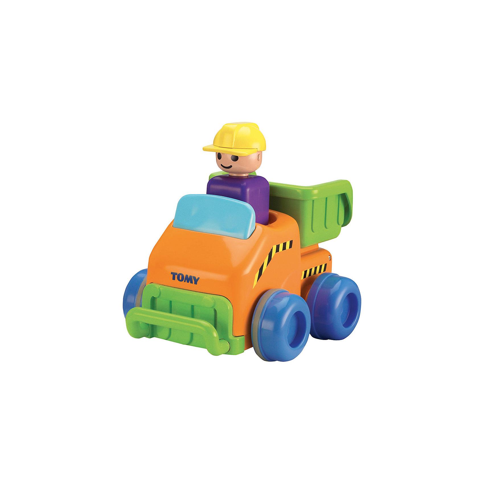 Грузовичок Нажимай и гоняй, TOMYМашинки и транспорт для малышей<br>Грузовичок Нажимай и гоняй, TOMY (Томи). <br><br>Характеристика:<br><br>• Материал: пластик, металл. <br>• Размер упаковки: 21x12x17 см. <br>• Подвижные колеса. <br>• Если нажать на голову водителя, машина поедет вперед. <br>• Яркий привлекательный дизайн. <br>• Не имеет острых углов. <br>• Развивает моторику, цветовосприятие. <br><br>Яркий грузовичок обязательно привлечет внимание малышей и сделает игры крохи еще интереснее и веселее. Стоит только нажать на шлем водителя, как машинка быстро поедет вперед. Игрушка выполнена из высококачественных нетоксичных материалов, не имеет острых углов, абсолютно безопасна для детей. <br><br>Грузовичок Нажимай и гоняй, TOMY (Томи), можно купить в нашем интернет-магазине.<br><br>Ширина мм: 120<br>Глубина мм: 210<br>Высота мм: 170<br>Вес г: 80<br>Возраст от месяцев: 12<br>Возраст до месяцев: 60<br>Пол: Мужской<br>Возраст: Детский<br>SKU: 5361380
