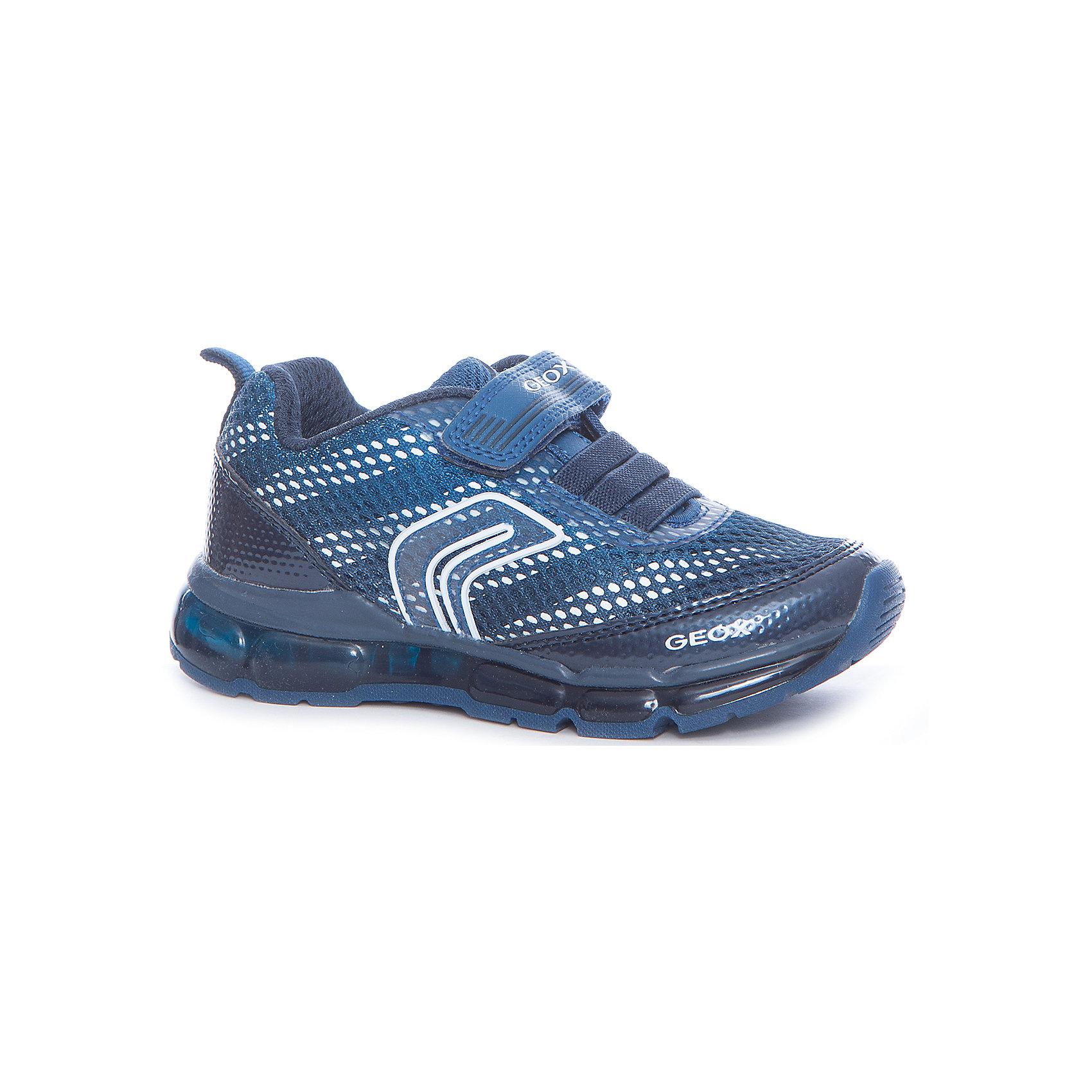 Кроссовки для мальчика GEOXХарактеристики товара:<br><br>• цвет: синий<br>• внешний материал: 44.79% синтетика, 55.51% текстиль<br>• внутренний материал: синтетическая ткань<br>• стелька: текстиль<br>• подошва: полимер<br>• высота подошвы: 3 см<br>• кроссовки со светодиодами<br>• застежка: липучка<br>• защита пятки и носка<br>• эластичная шнуровка<br>• устойчивая подошва<br>• дышащие<br>• мембранная технология<br>• декорированы логотипом и аппликацией<br>• коллекция весна-лето 2017<br>• страна бренда: Италия<br>• страна изготовитель: Филиппины<br><br>Модные удобные кроссовки помогут обеспечить ребенку комфорт и дополнить наряд. Универсальный цвет позволяет надевать их под одежду разных расцветок. Кроссовки удобно сидят на ноге и очень стильно смотрятся.<br><br>Кроссовки от итальянского бренда GEOX (ГЕОКС) можно купить в нашем интернет-магазине.<br><br>Ширина мм: 262<br>Глубина мм: 176<br>Высота мм: 97<br>Вес г: 427<br>Цвет: синий<br>Возраст от месяцев: 96<br>Возраст до месяцев: 108<br>Пол: Унисекс<br>Возраст: Детский<br>Размер: 32,27,28,29,30,31<br>SKU: 5361777