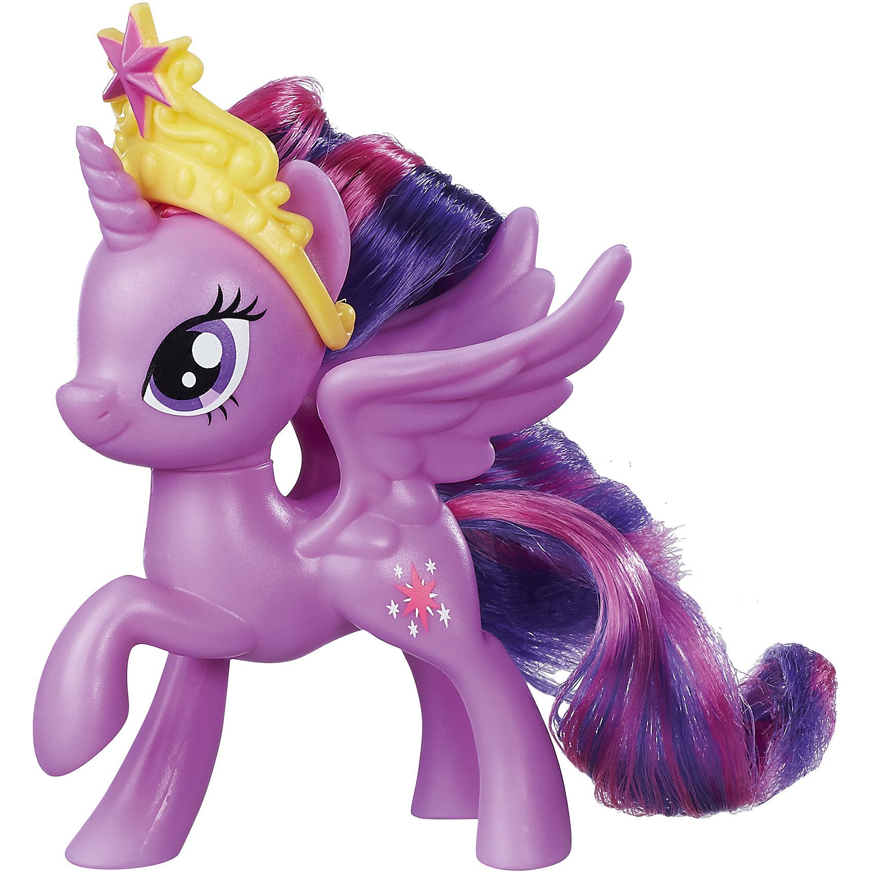 Пони-подружки, My little Pony, Twilight SparkleХарактеристики:<br><br>• Вид игр: сюжетно-ролевые, коллекционирование<br>• Пол: для девочек<br>• Коллекция: My little Pony<br>• Материал: пластик, нейлон<br>• Цвет: в ассортименте<br>• Комплектация: фигурка пони, аксессуар<br>• Высота фигурки: 7 см<br>• Вес в упаковке: 150 г<br>• Размеры упаковки (Д*Ш*В): 11,4*10,2*12,7 см<br>• Упаковка: блистер на картонной подложке <br><br>Пони-подружки, My little Pony, Twilight Sparkle – это новая коллекция бренда My little Pony от Хасбро. Особенности фигурок данной коллекции заключаются в том, что пони миниатюрного размера выполнены из пластика с высокой степенью детализации мимики. Каждая пони изготовлена в динамической позе, что делает визуально их еще более живыми и правдоподобными. Фигурка выполнена из экологически безопасного и прочного пластика, который устойчив к физическим и механическим повреждениям, окрашены нетоксичными яркими красками, которые не изменяют свой цвет даже при длительной эксплуатации. Игры с такими фигурками будут способствовать развитию фантазии, воображения, научат девочку следить за своим внешним видом. Игрушка упакована в яркую коробку с блистером. Пони-подружки, My little Pony, Twilight Sparkle – это замечательный подарок для поклонников этой серии!<br><br>Пони-подружек, My little Pony, в ассортименте можно купить в нашем интернет-магазине.<br><br>Ширина мм: 48<br>Глубина мм: 127<br>Высота мм: 152<br>Вес г: 67<br>Возраст от месяцев: 36<br>Возраст до месяцев: 120<br>Пол: Женский<br>Возраст: Детский<br>SKU: 5363498