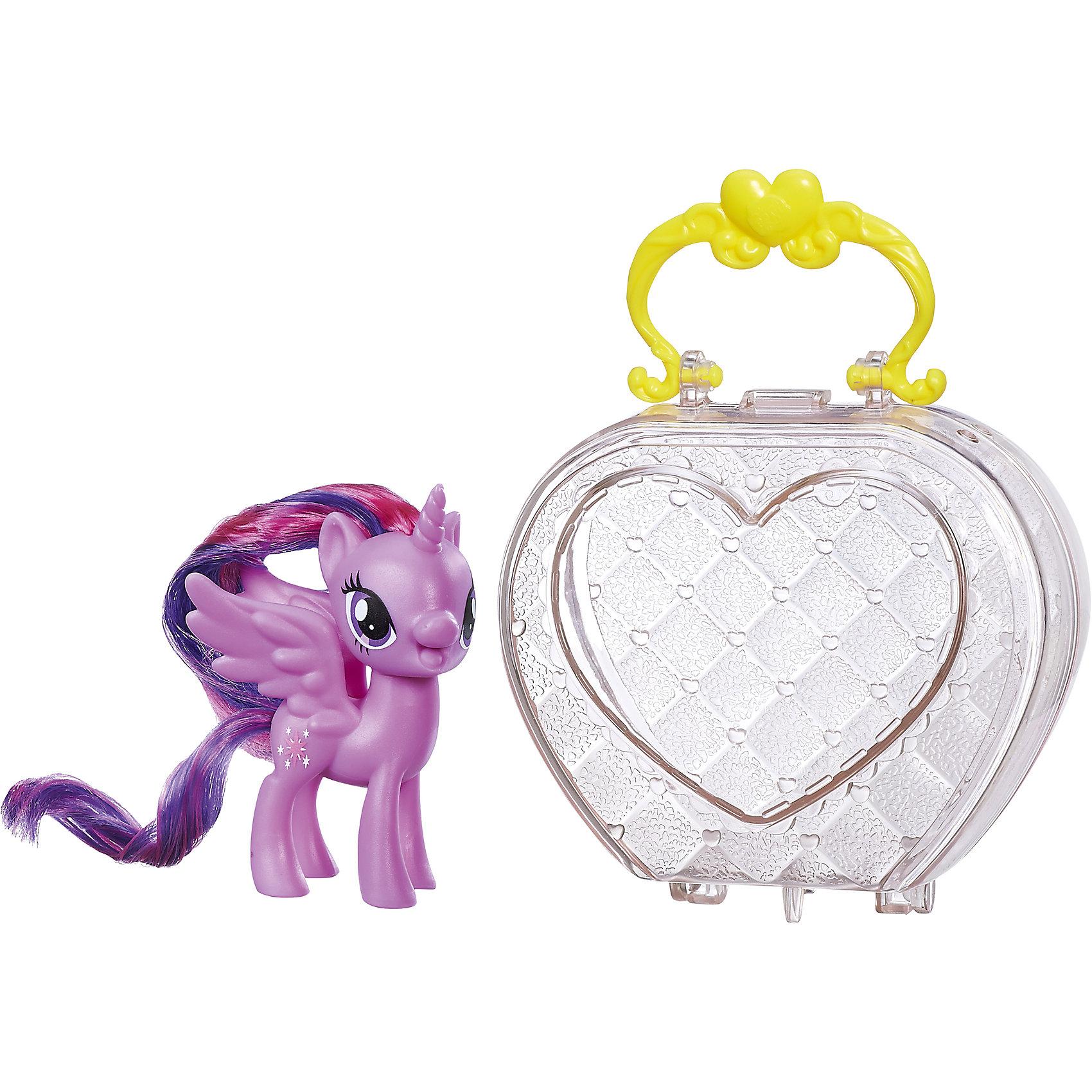 Пони в сумочке, My little Pony, Твайлайт Спаркл B8952/B9828Характеристики:<br><br>• Вид игр: сюжетно-ролевые, коллекционирование<br>• Пол: для девочек<br>• Коллекция: My little Pony<br>• Материал: пластик, нейлон<br>• Высота фигурки: 7,5 см<br>• Комплектация: фигурка пони, прозрачная пластмассовая сумочка-кошелек<br>• Вес в упаковке: 150 г<br>• Размеры упаковки (Г*Ш*В): 15*4,5*16,2 см<br>• Упаковка: без упаковки на европодвесе<br><br>Пони в сумочке: Твайлайт Спаркл, My little Pony, B8952/B9828 – это новая коллекция бренда My little Pony от Хасбро. В коллекции представлены фигурки Эпплджек, Рарити и Искорки. Особенности этой коллекции заключаются в том, что в комплекте предусмотрена прозрачная сумочка-кошелек. В эту сумочку с легкостью помещаются фигурки. У сумочки предусмотрена ручка и ножки, которые ее делают устойчивой, благодаря чему ее можно использовать как футляр для хранения игрушки на полке. Сумочка выполнена в стильном дизайне: ажурные узоры и яркая ручка делают ее стильным аксессуаром для девочки. Фигурки выполнены из экологически безопасного и прочного пластика, который устойчив к физическим и механическим повреждениям, окрашены нетоксичными яркими красками, которые не изменяют свой цвет даже при длительной эксплуатации. Игры с такими фигурками будут способствовать развитию фантазии, воображения, научат девочку следить за своим внешним видом. Пони в сумочке: Твайлайт Спаркл, My little Pony, B8952/B9828 – это замечательный подарок для девочки к любому празднику!<br><br>Пони в сумочке: Твайлайт Спаркл, My little Pony, B8952/B9828 можно купить в нашем интернет-магазине.<br><br>Ширина мм: 64<br>Глубина мм: 146<br>Высота мм: 273<br>Вес г: 203<br>Возраст от месяцев: 36<br>Возраст до месяцев: 120<br>Пол: Женский<br>Возраст: Детский<br>SKU: 5363514